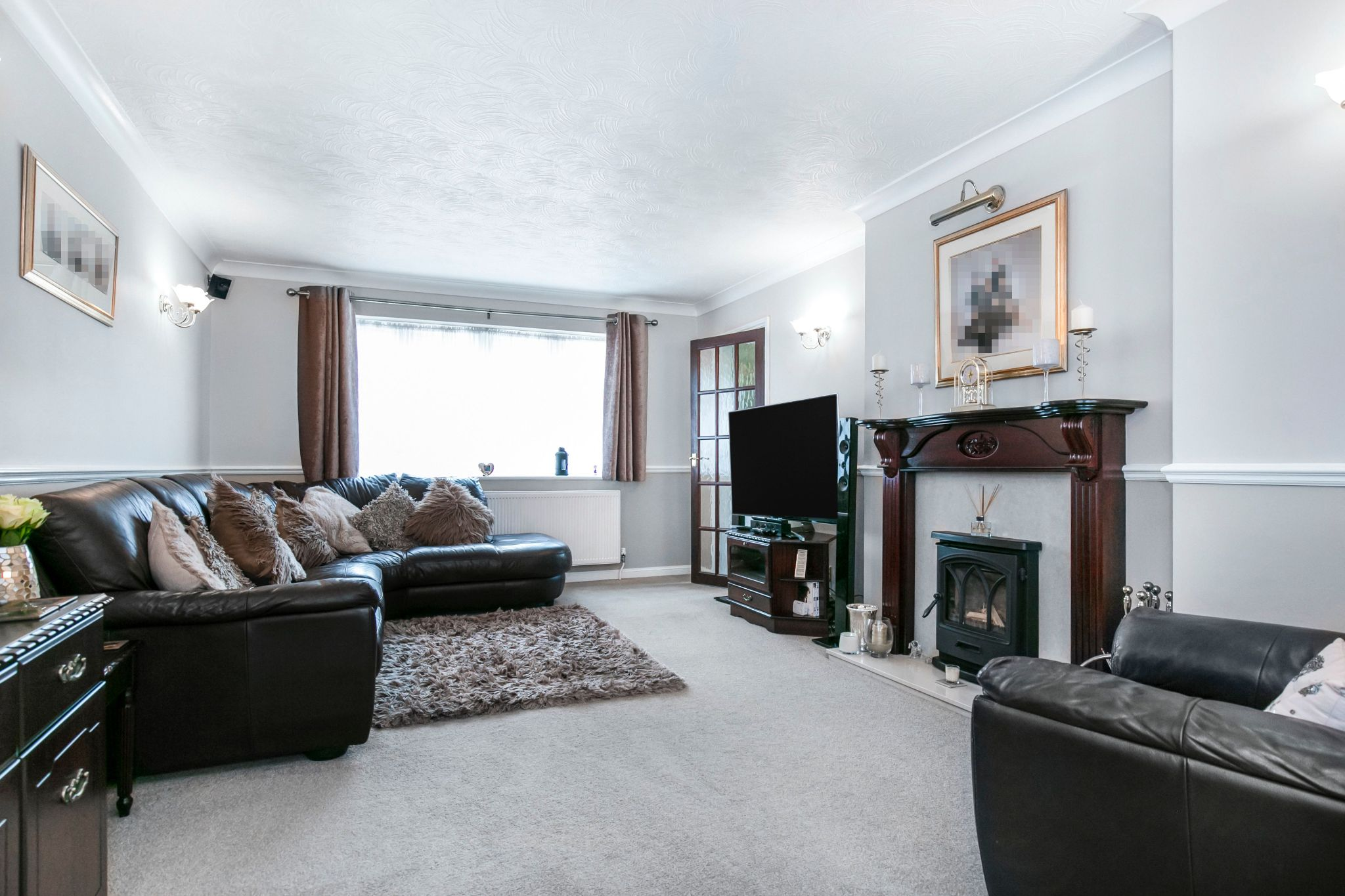 4 bedroom detached house For Sale in Potters Bar - Photograph 7