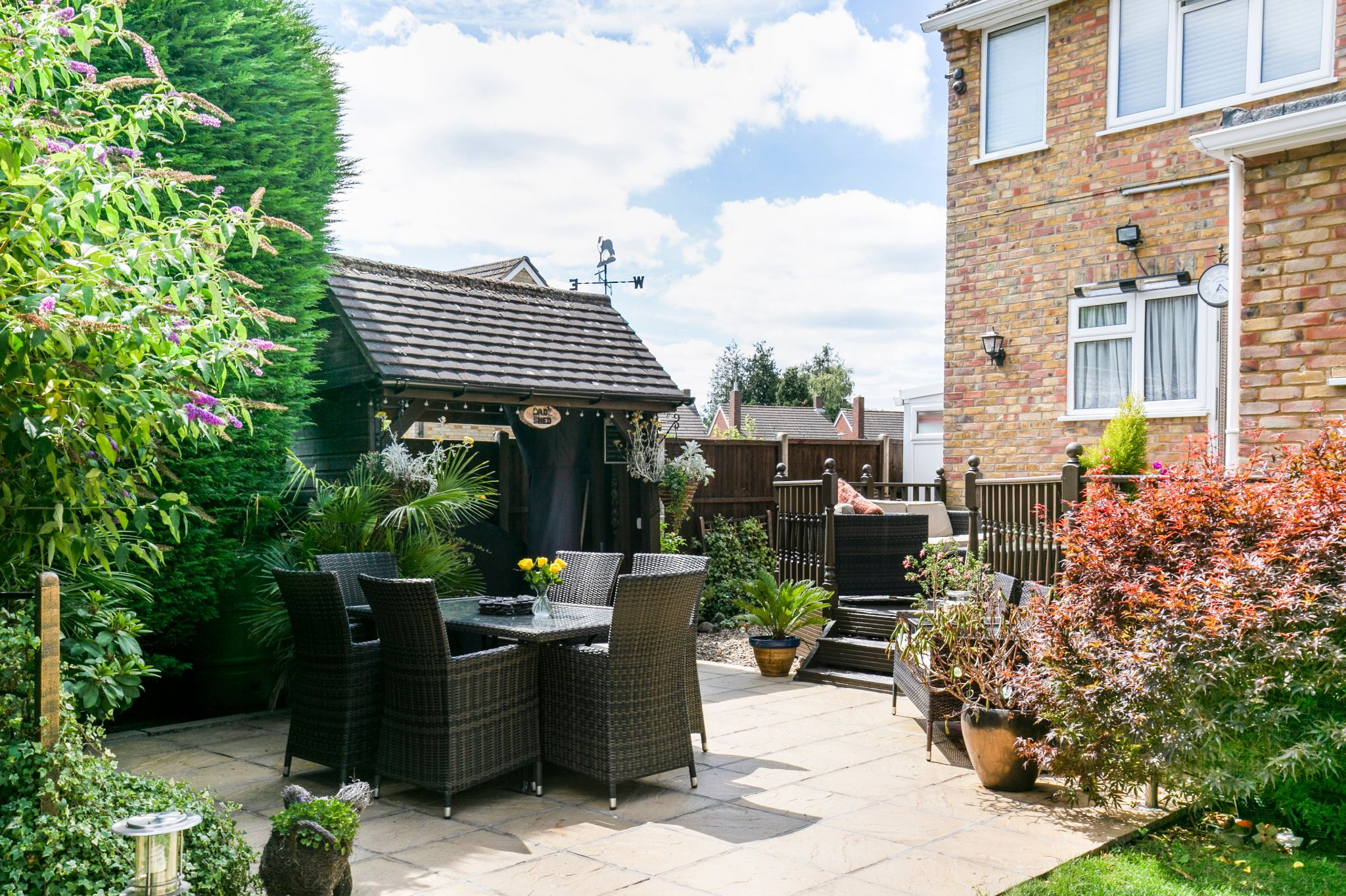 4 bedroom detached house For Sale in Potters Bar - Photograph 3