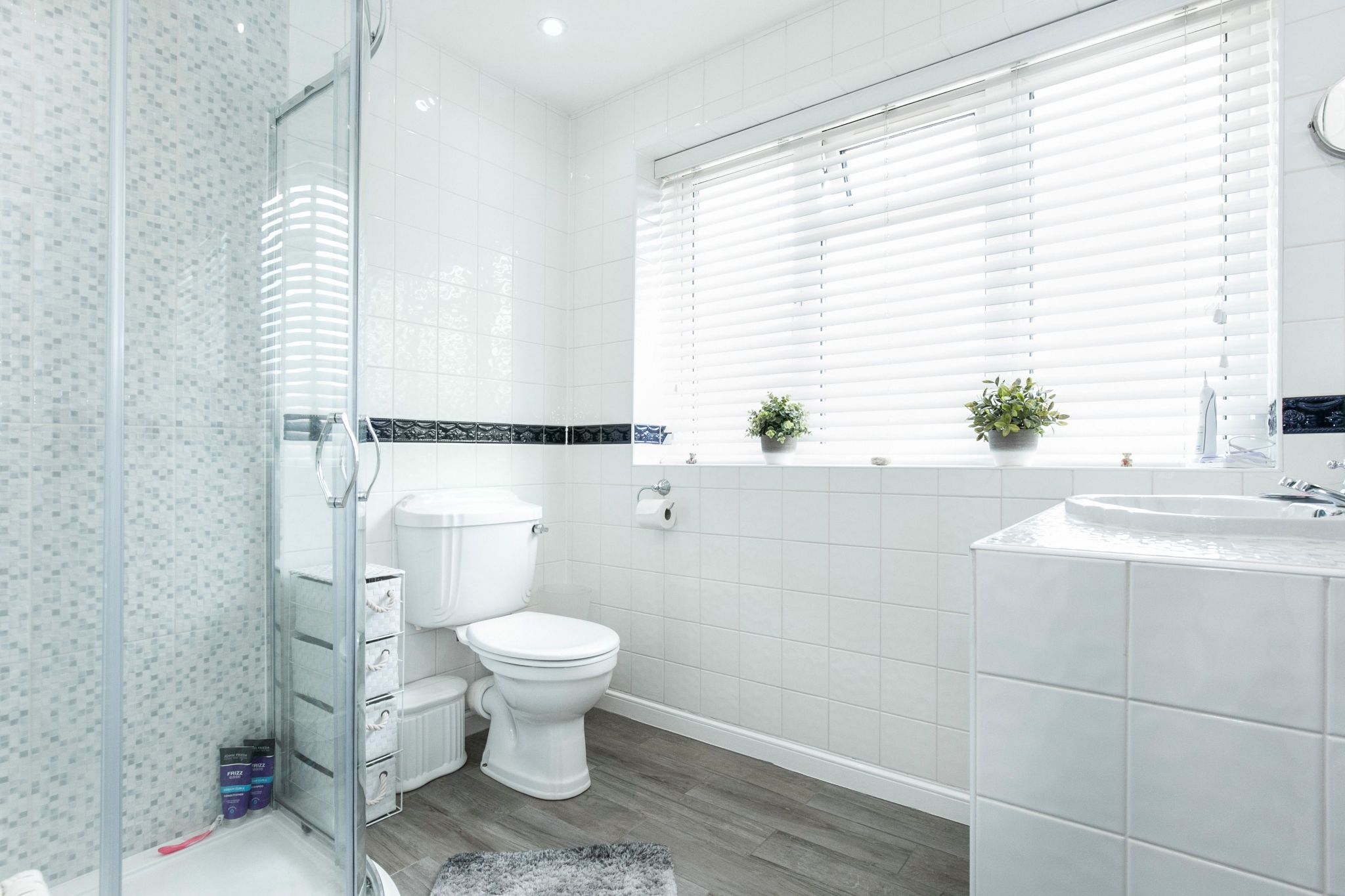 4 bedroom detached house For Sale in Potters Bar - Photograph 10