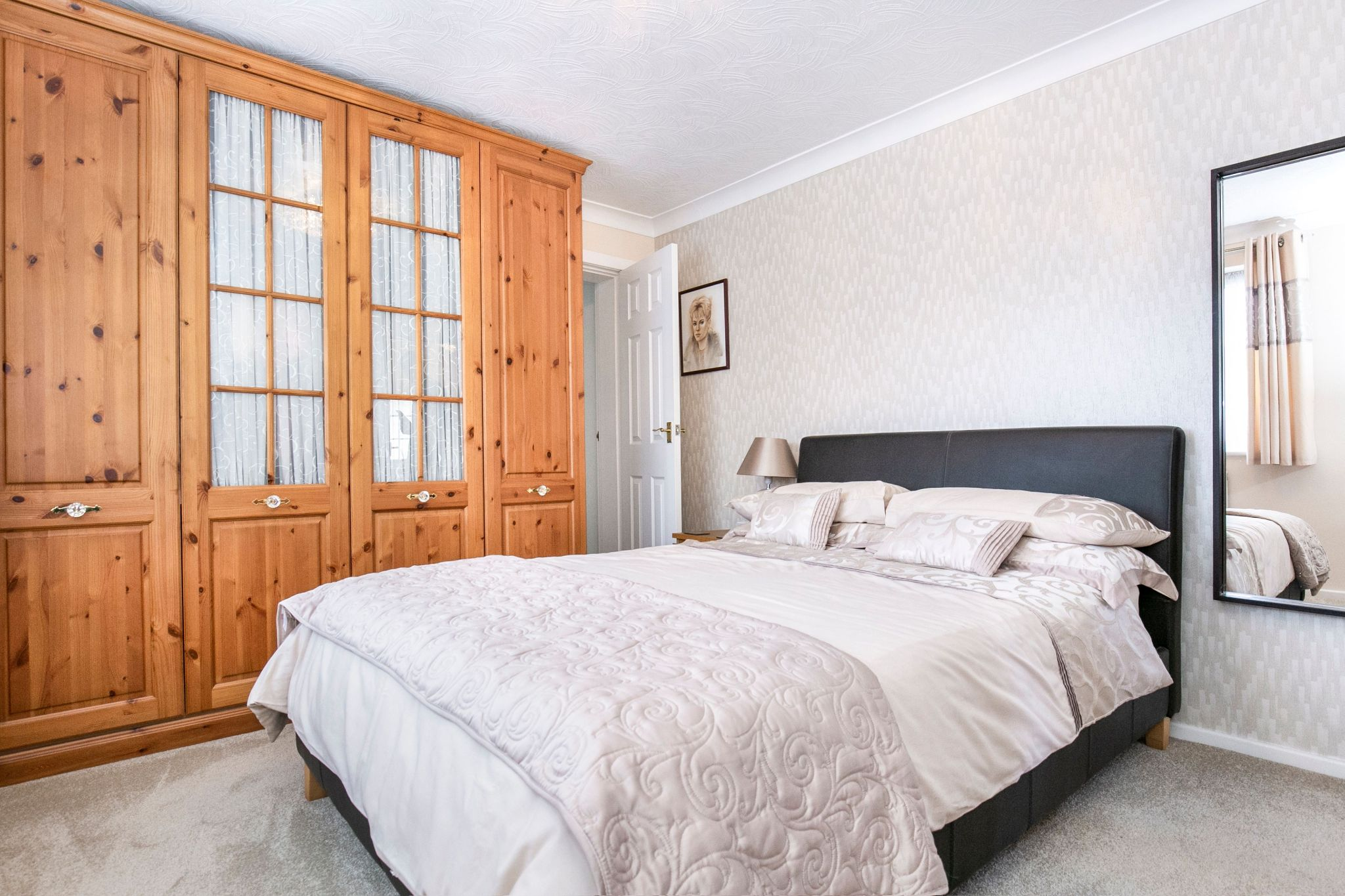 4 bedroom detached house For Sale in Potters Bar - Photograph 12