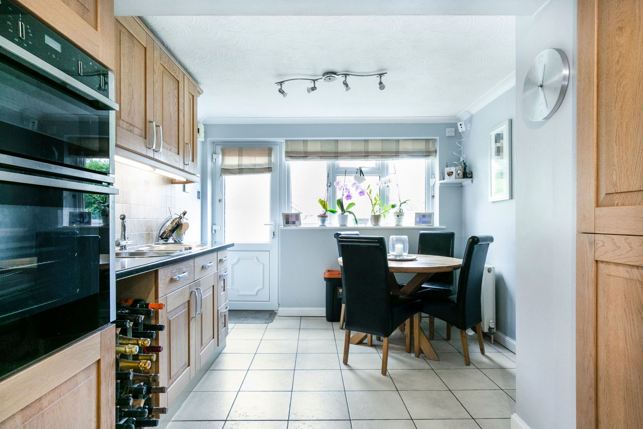 4 bedroom detached house For Sale in Potters Bar - Photograph 5