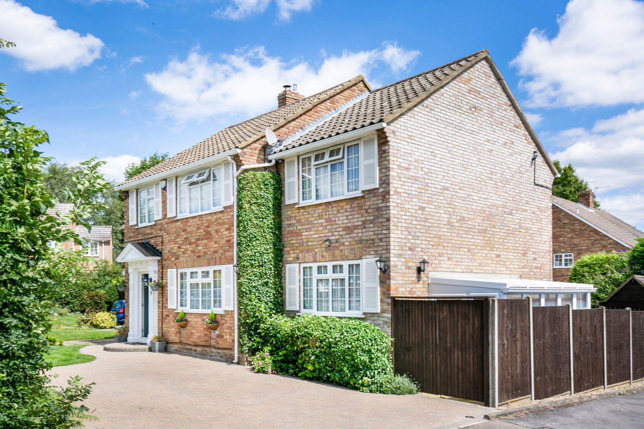 4 bedroom detached house For Sale in Potters Bar - Photograph 21