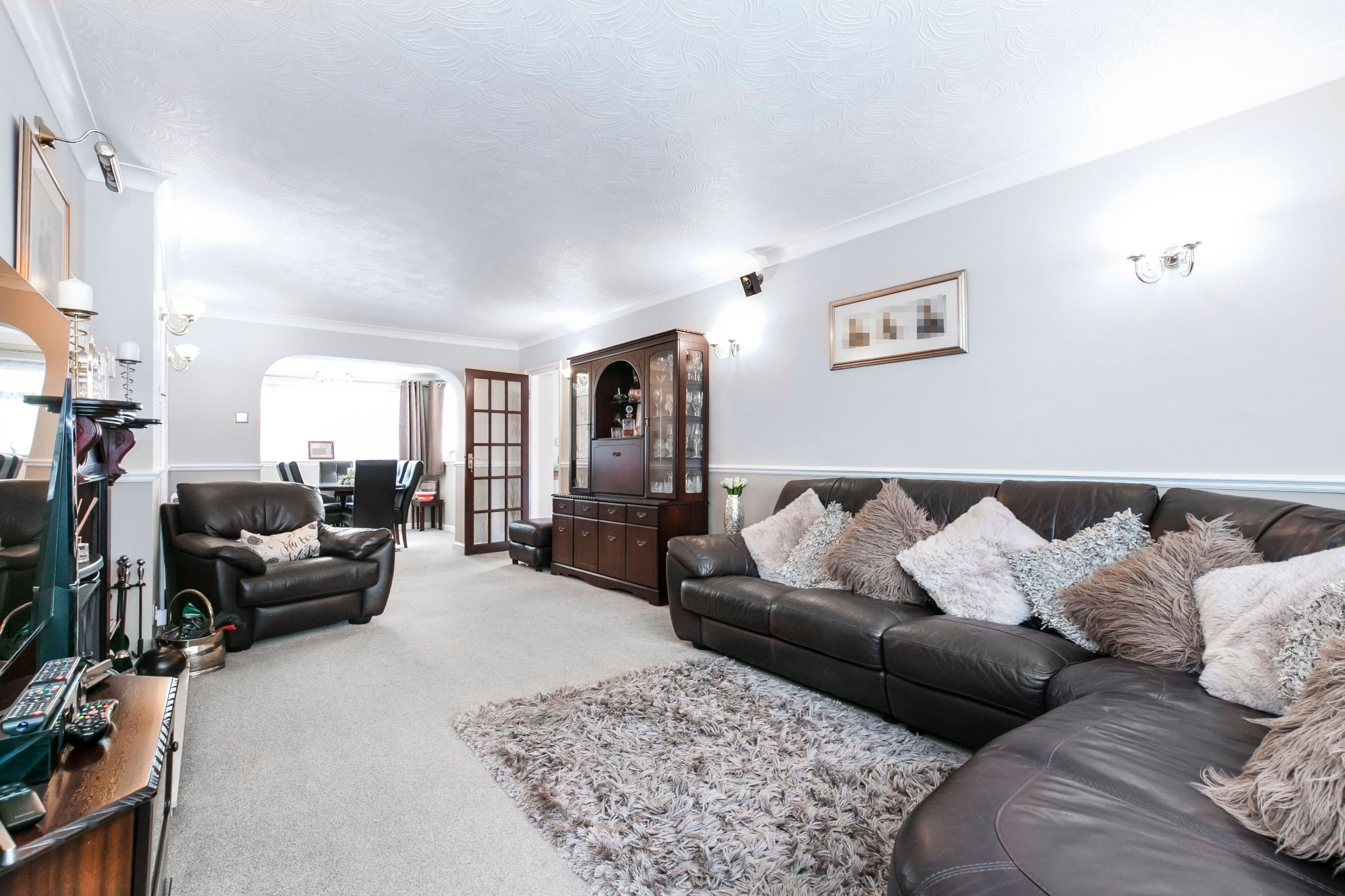4 bedroom detached house For Sale in Potters Bar - Photograph 6