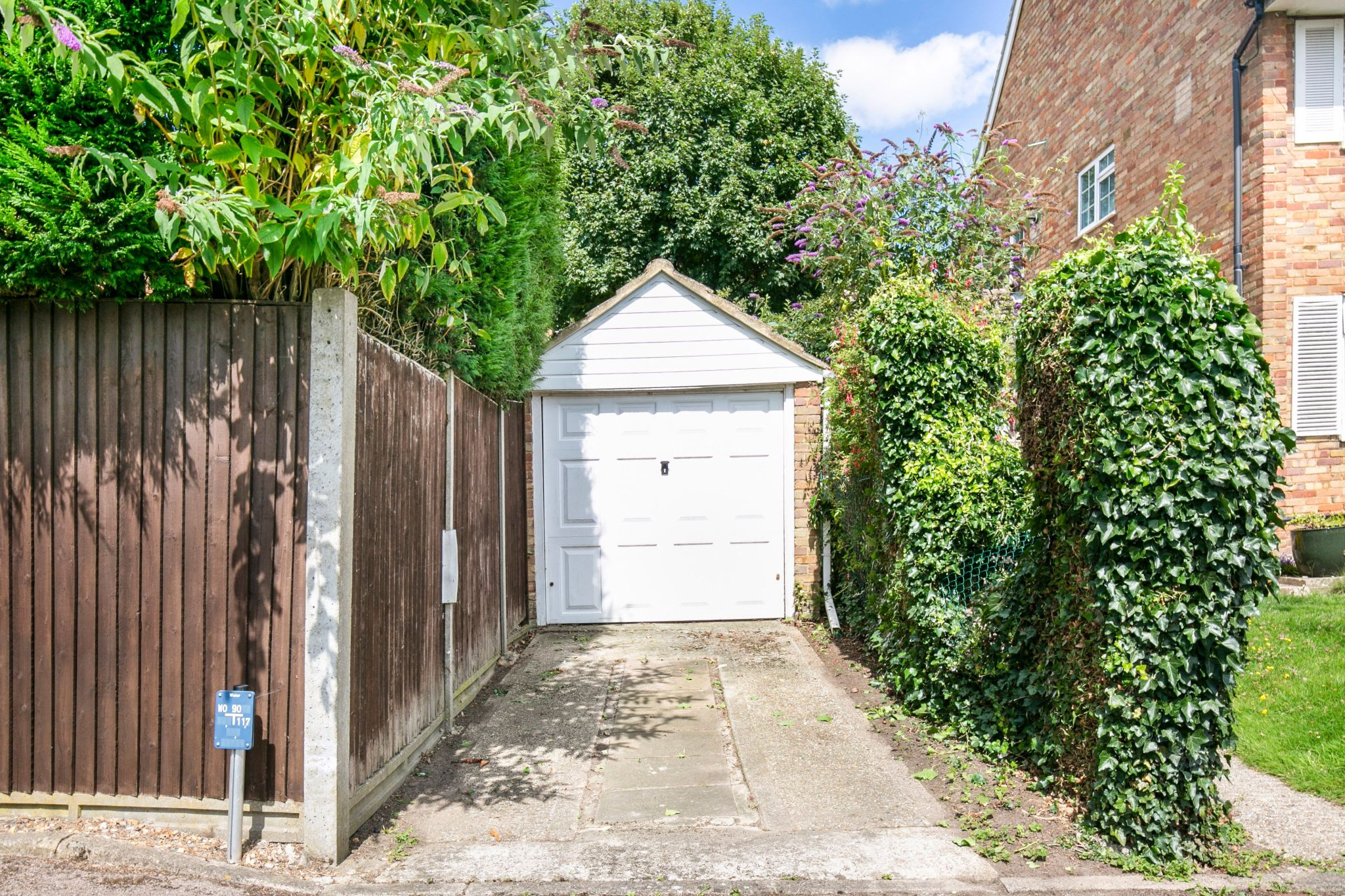 4 bedroom detached house For Sale in Potters Bar - Photograph 20