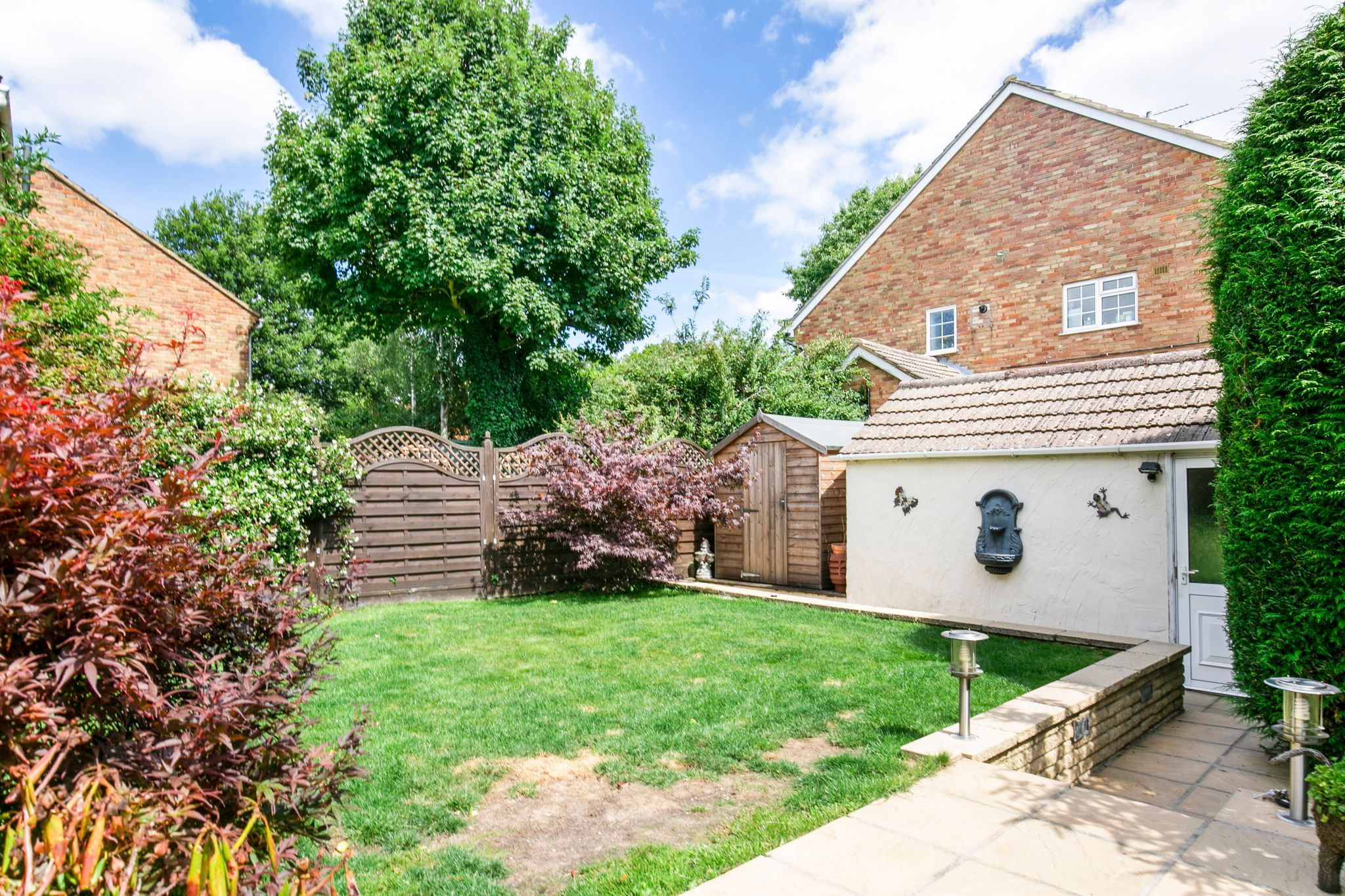 4 bedroom detached house For Sale in Potters Bar - Photograph 18