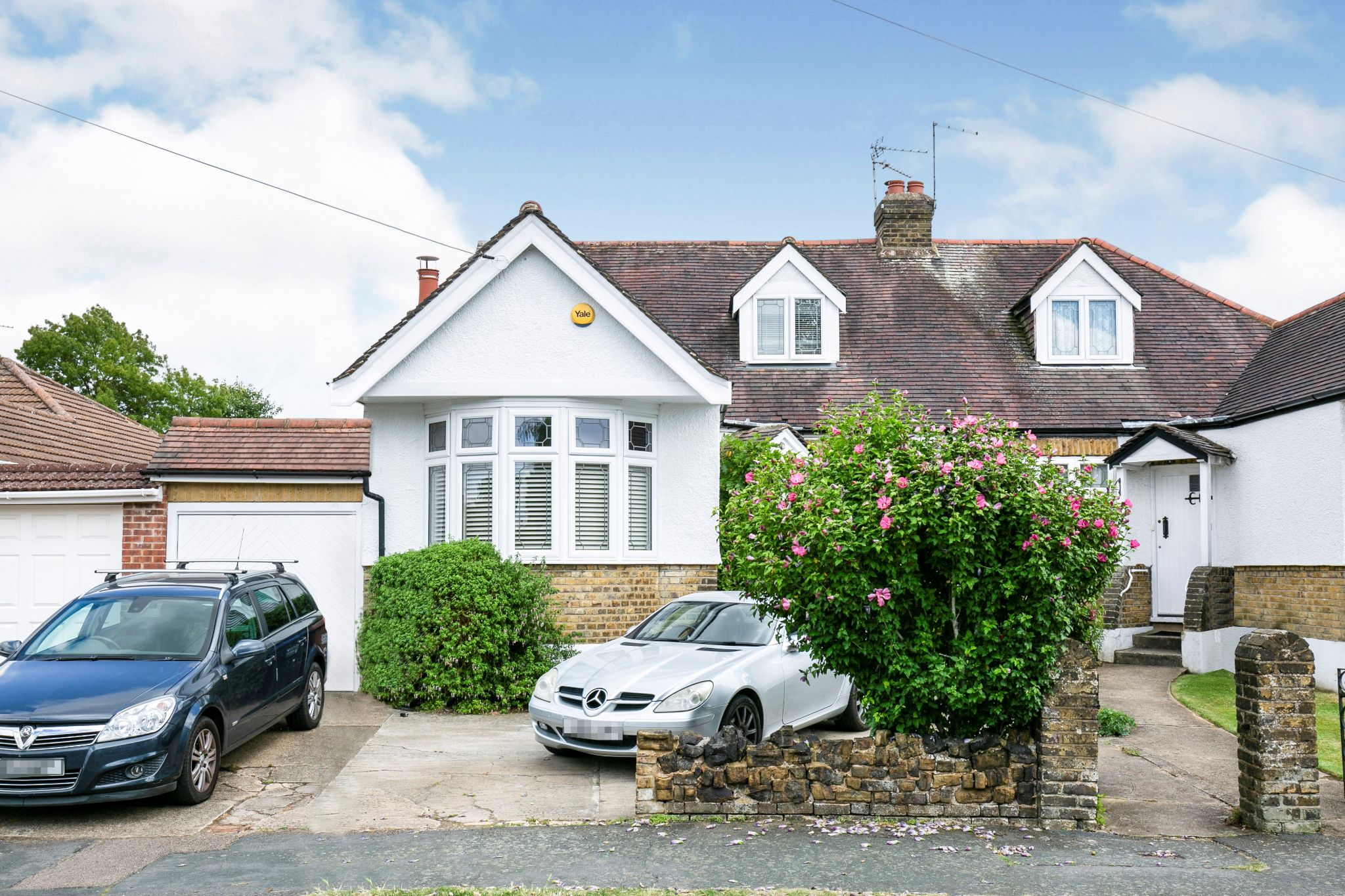 4 bedroom semi-detached bungalow For Sale in Brookmans Park - Property photograph