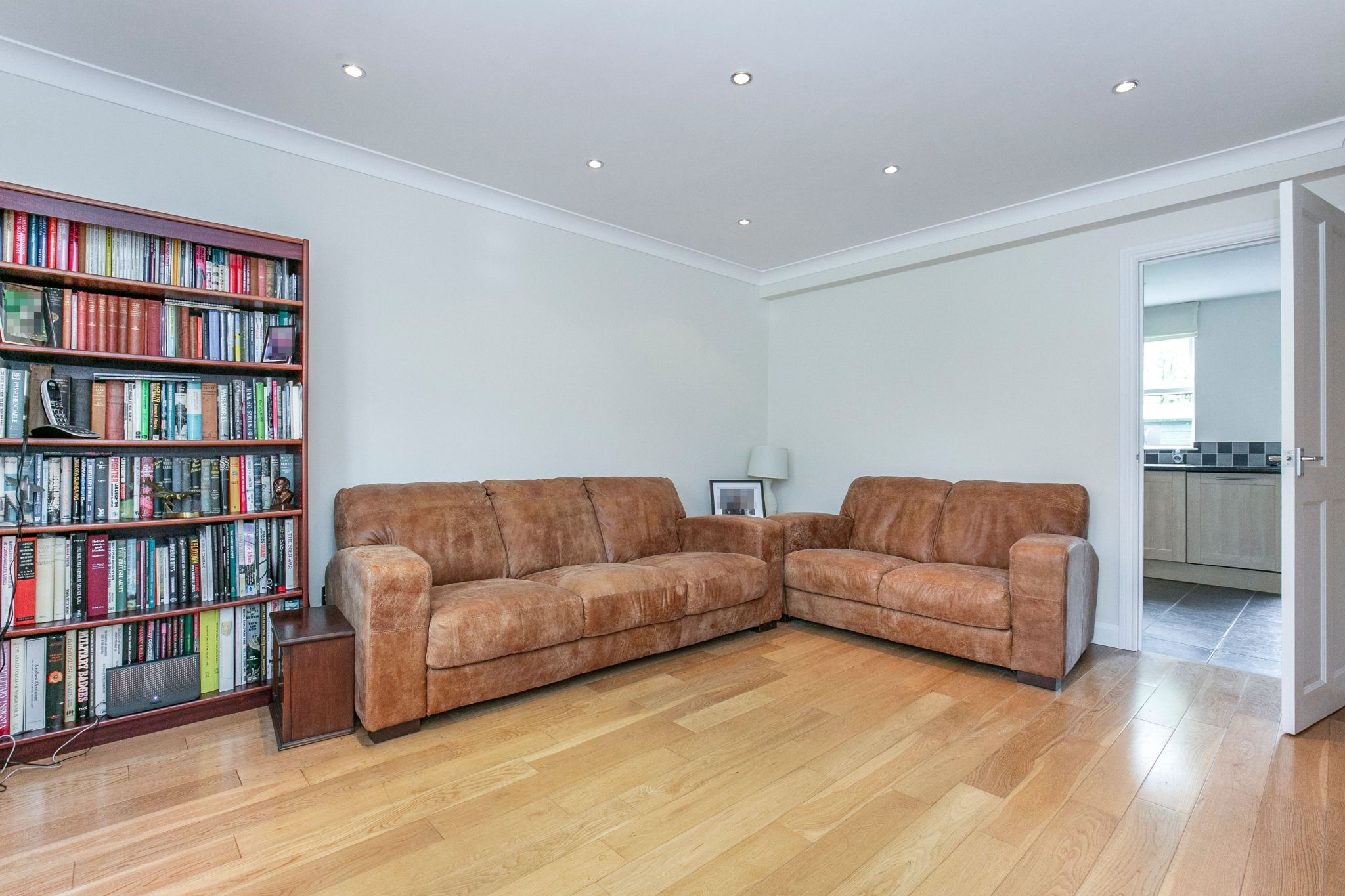 2 bedroom mid terraced house For Sale in Hatfield - Property photograph