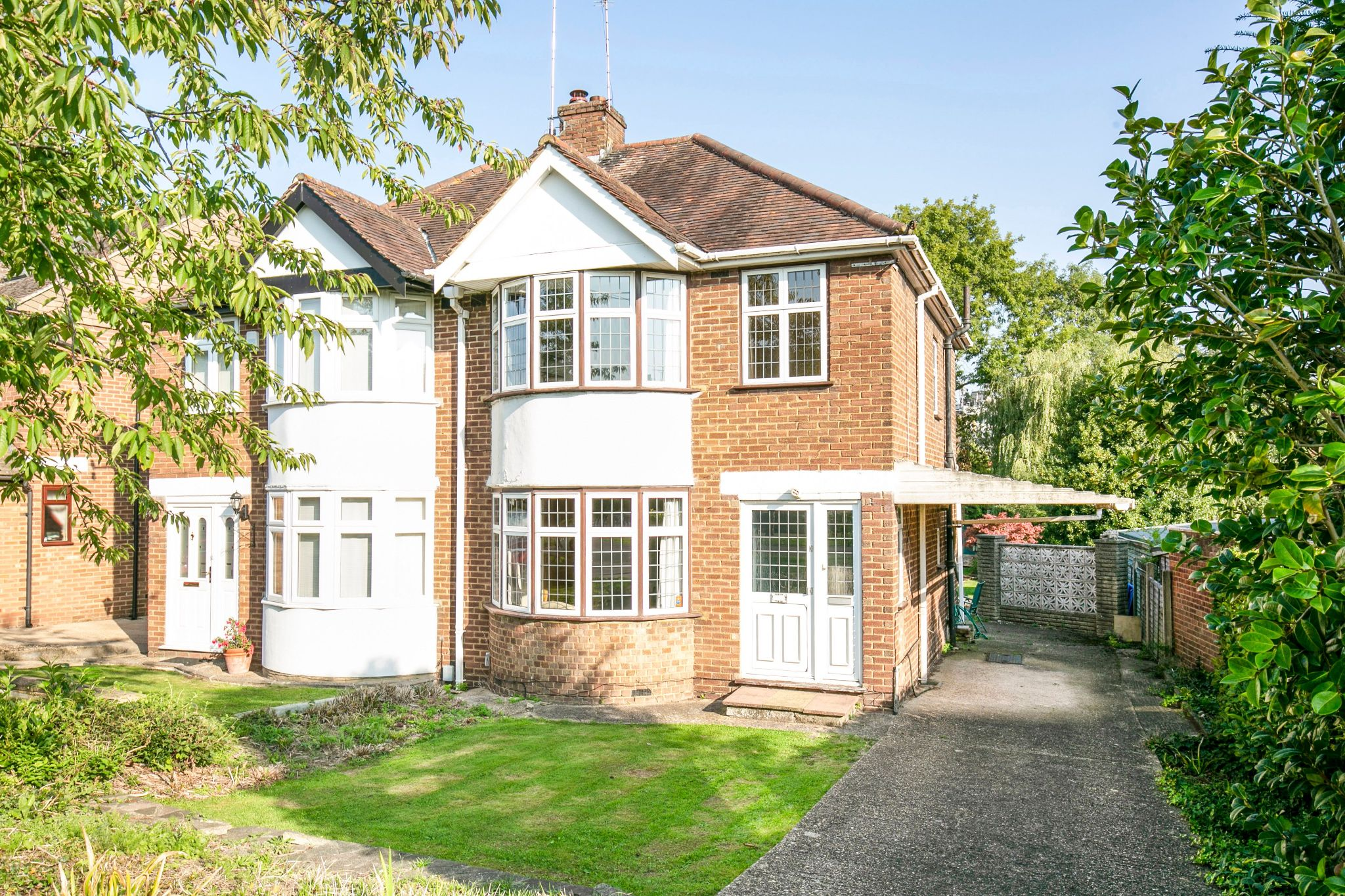 3 bedroom semi-detached house Sold in Potters Bar - Photograph 1