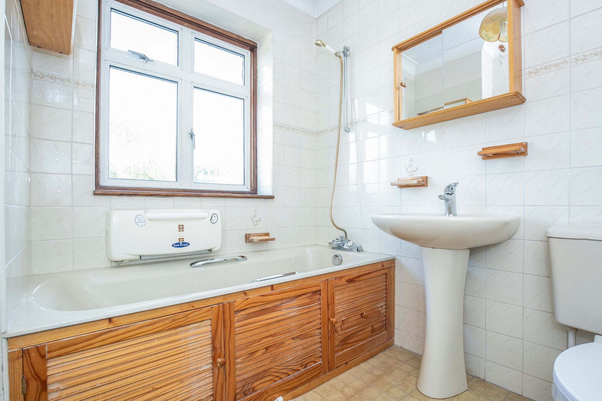 3 bedroom semi-detached house Sold in Potters Bar - Photograph 10