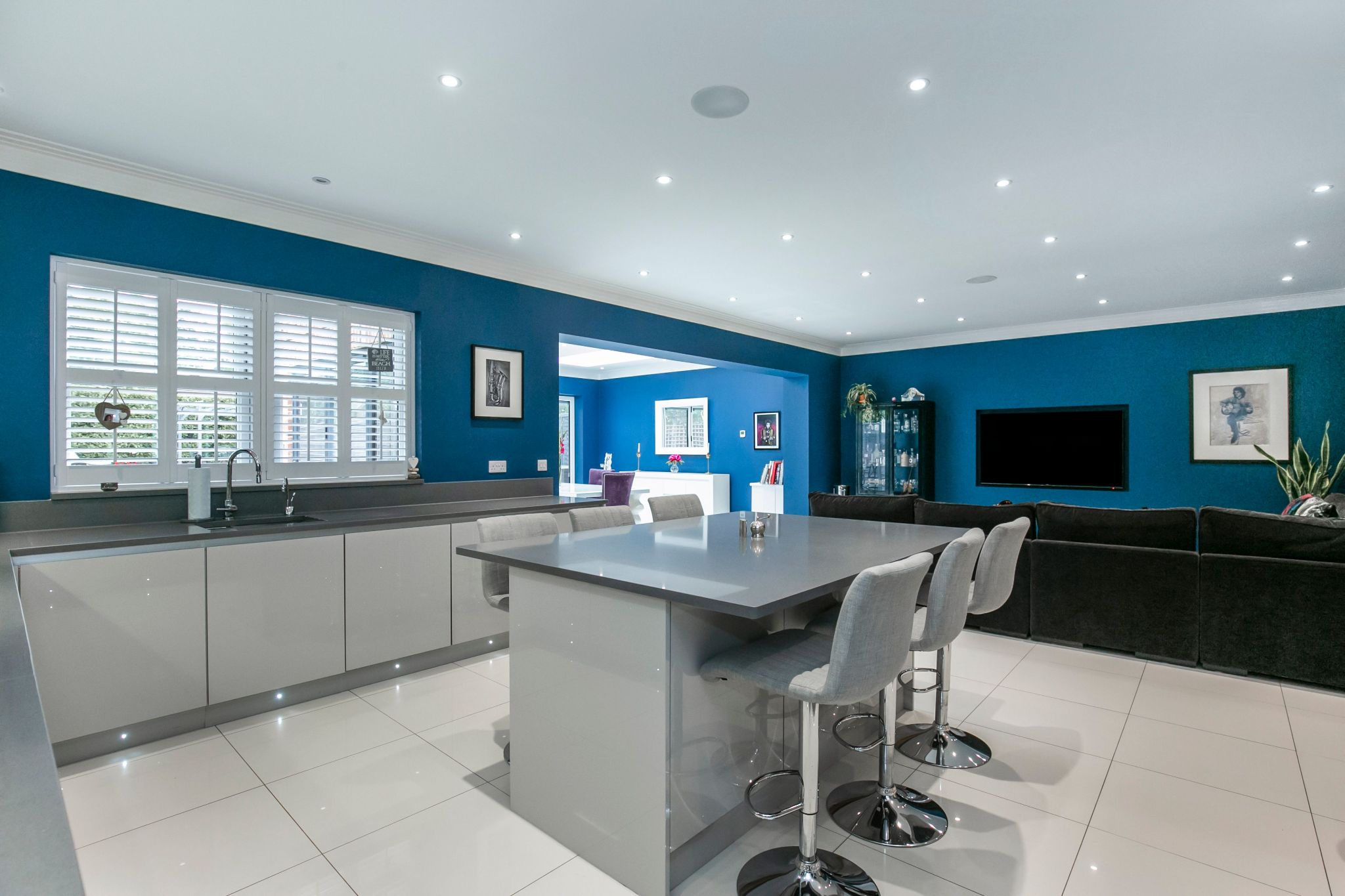 5 bedroom semi-detached house Sale Agreed in Brookmans Park - Photograph 6