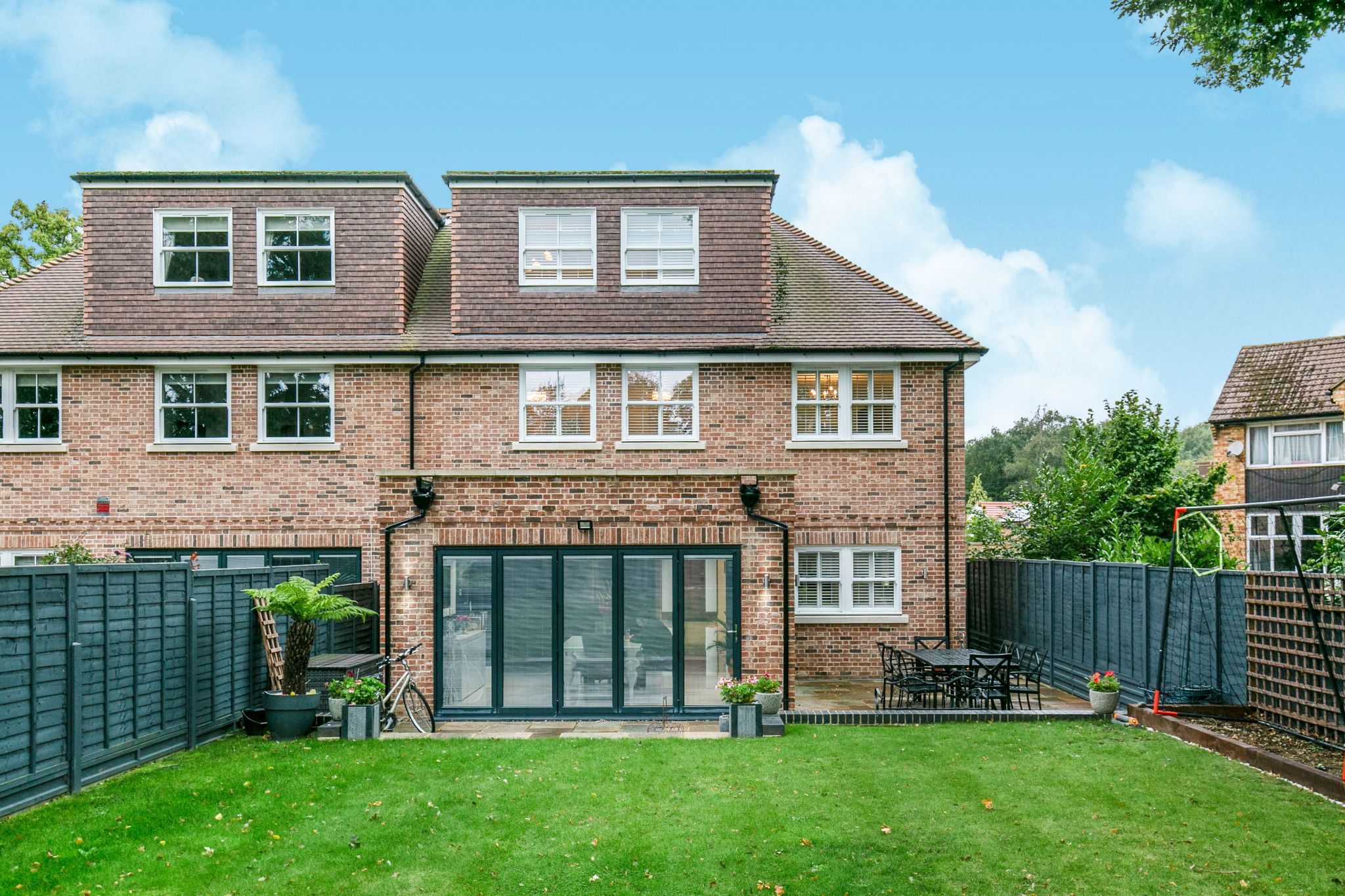 5 bedroom semi-detached house Sale Agreed in Brookmans Park - Photograph 32