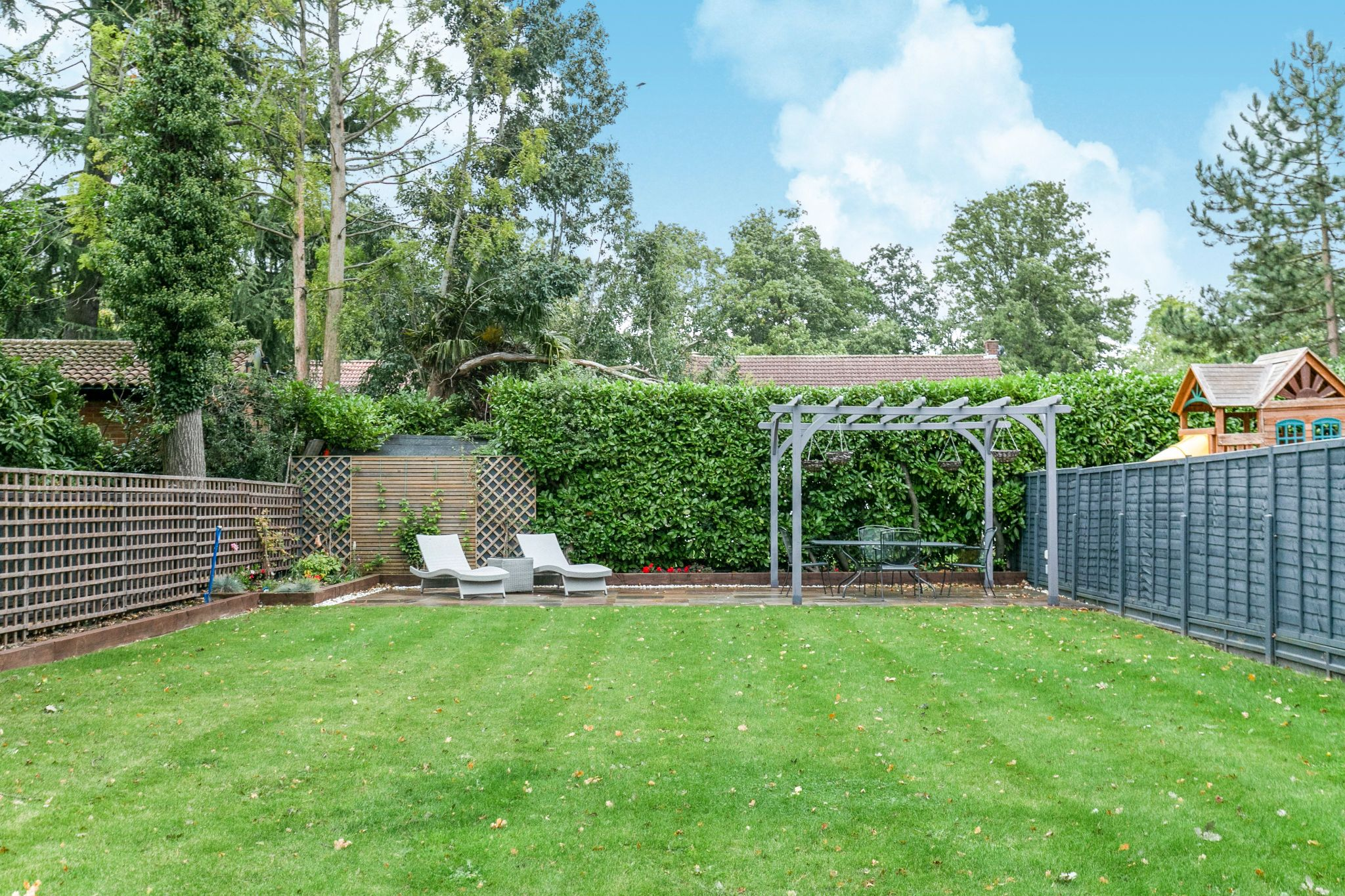 5 bedroom semi-detached house Sale Agreed in Brookmans Park - Photograph 31