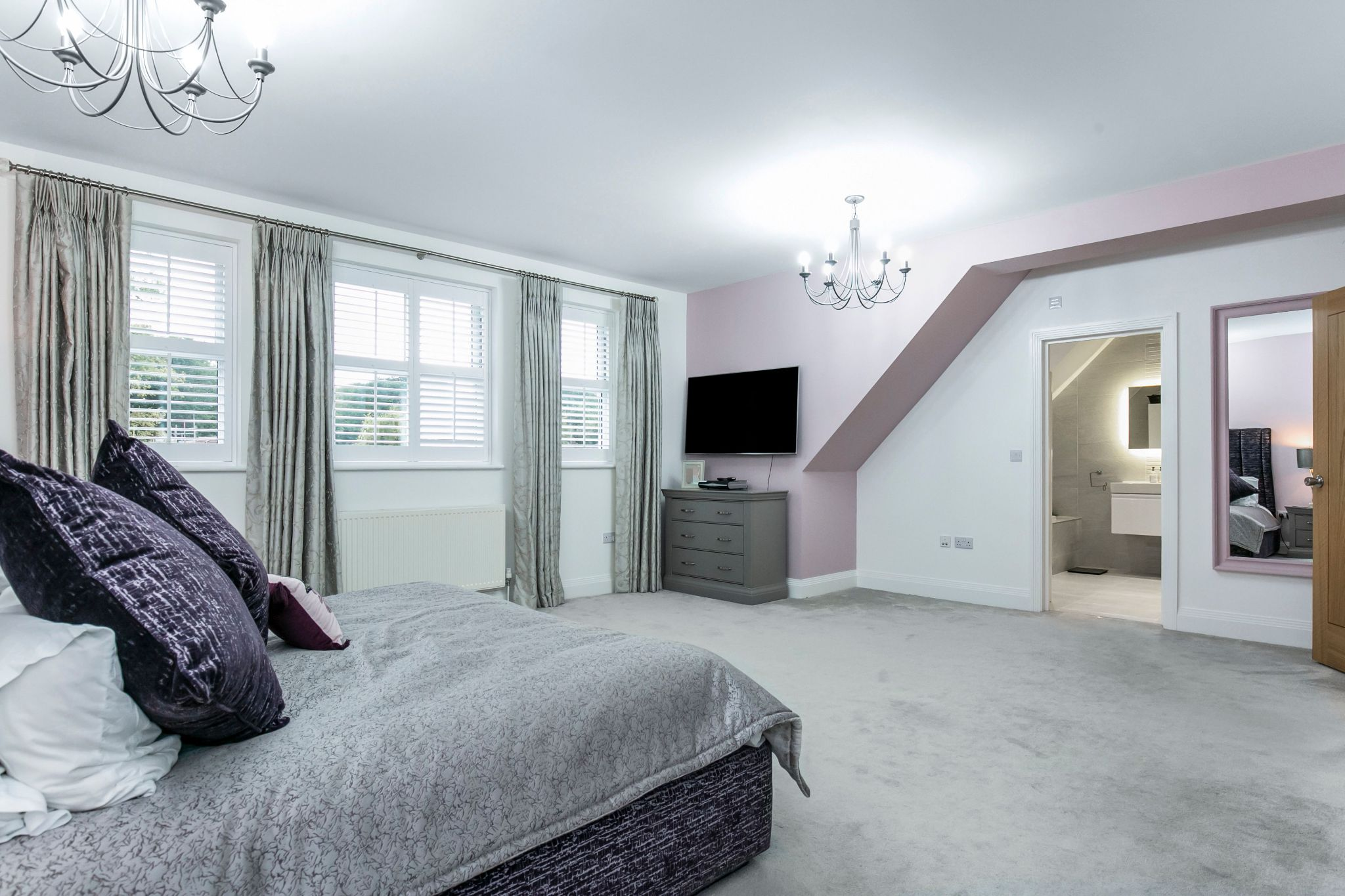 5 bedroom semi-detached house Sale Agreed in Brookmans Park - Photograph 18