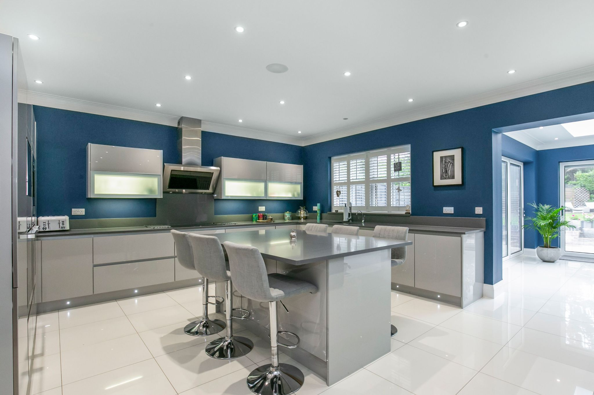 5 bedroom semi-detached house Sale Agreed in Brookmans Park - Photograph 12