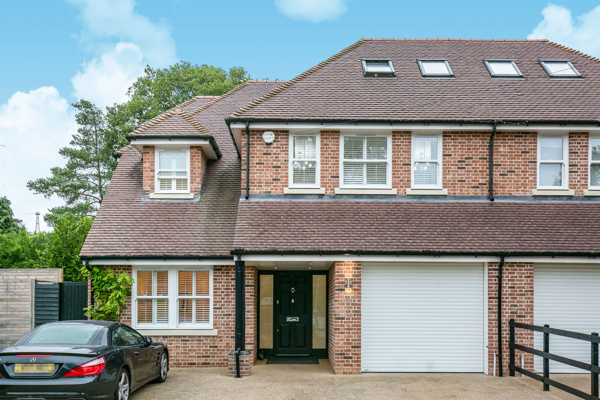 5 bedroom semi-detached house Sale Agreed in Brookmans Park - Photograph 33