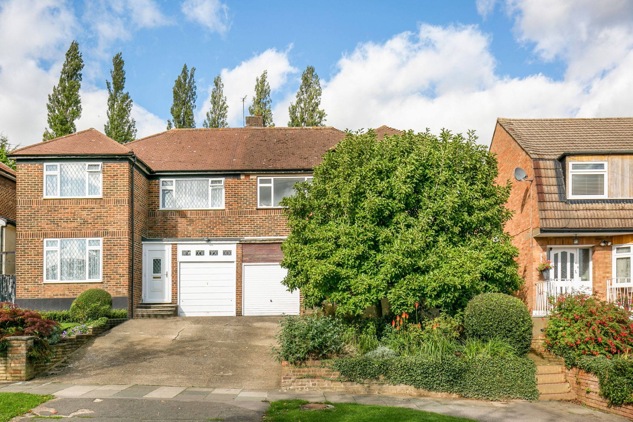 4 bedroom semi-detached house Sale Agreed in New Barnet - Photograph 15