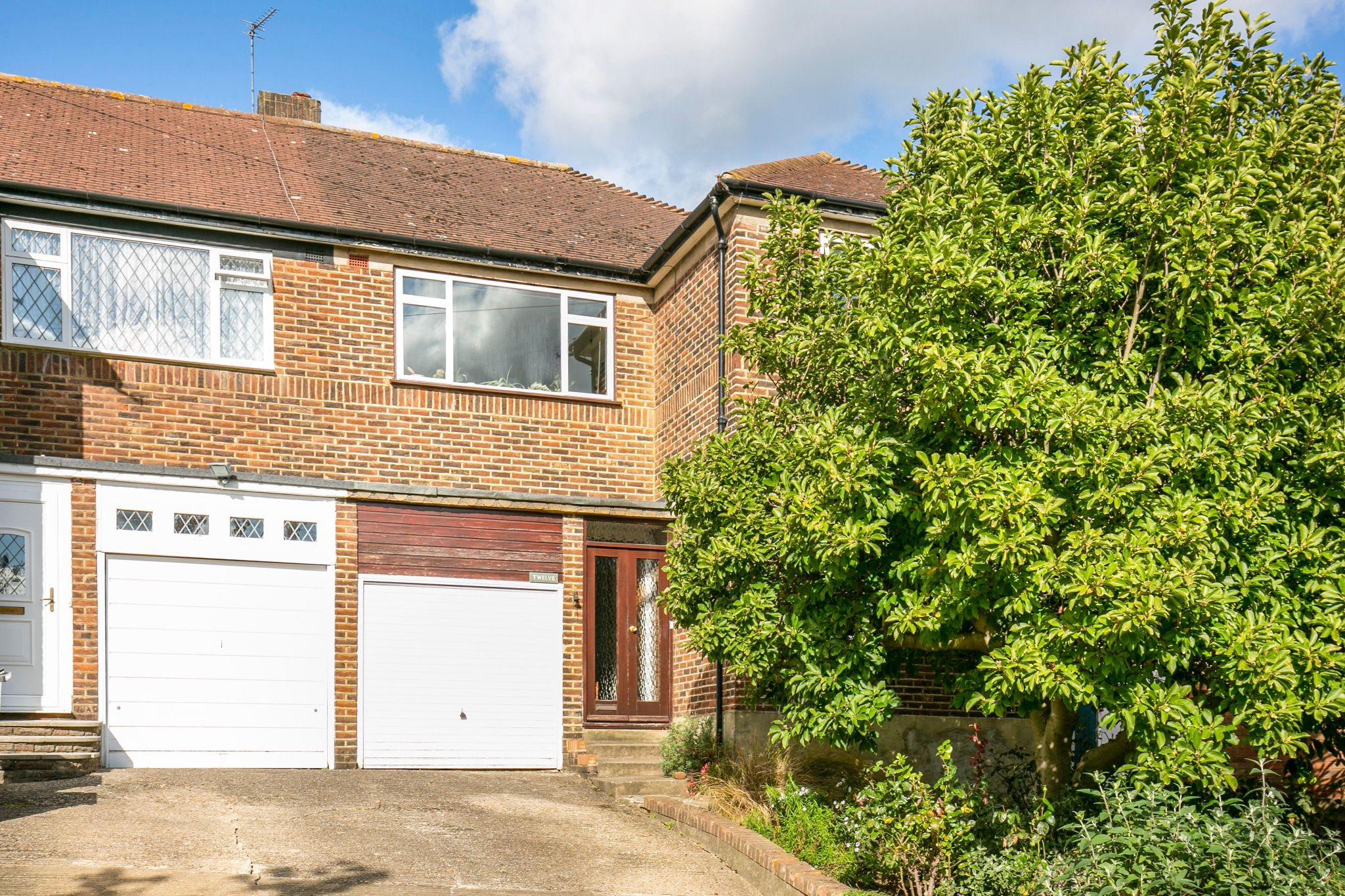 4 bedroom semi-detached house Sale Agreed in New Barnet - Photograph 1