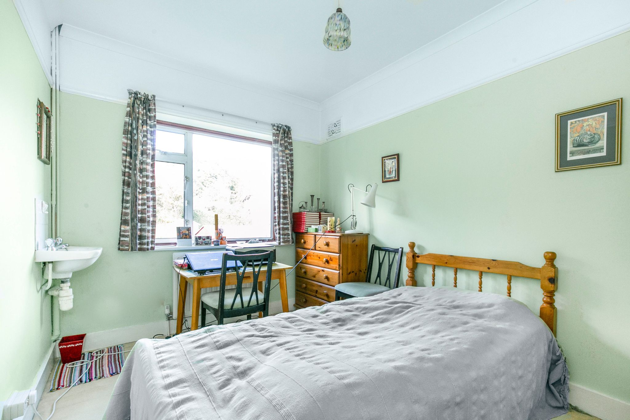 4 bedroom semi-detached house Sale Agreed in New Barnet - Photograph 6