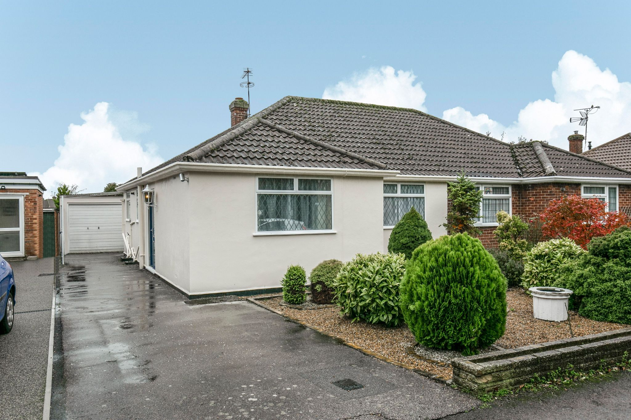 2 bedroom semi-detached bungalow For Sale in Welham Green - Property photograph