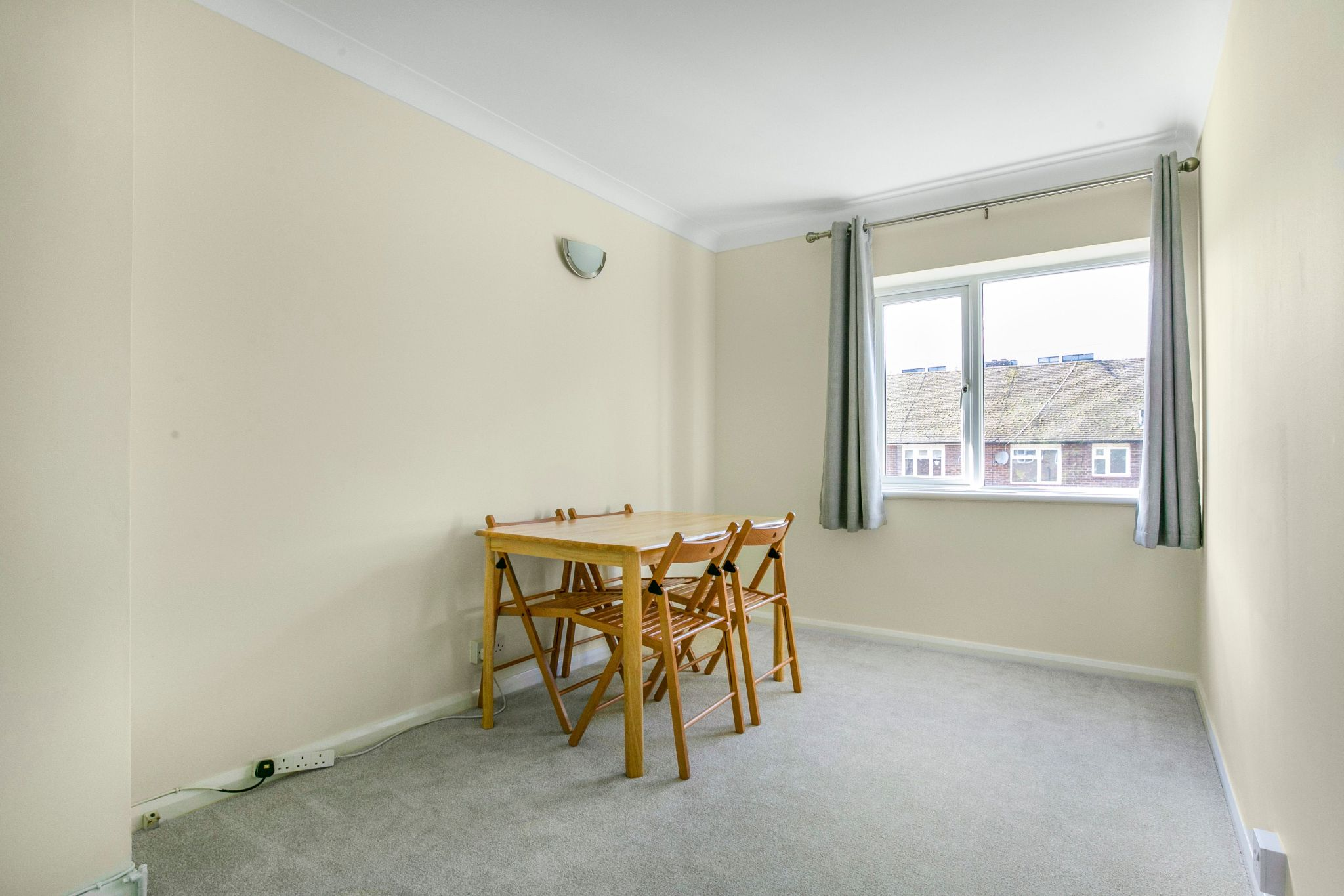 1 bedroom maisonette flat/apartment To Let in Potters Bar - Photograph 4