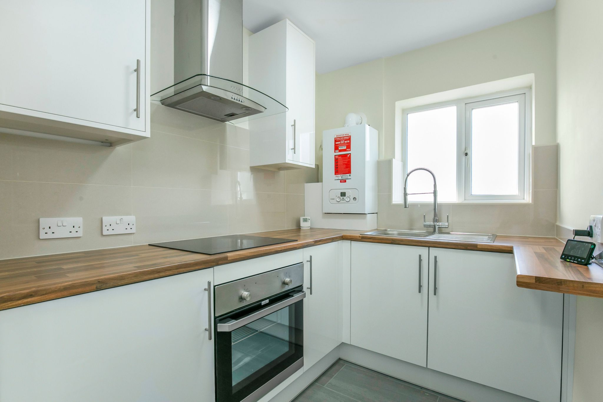 1 bedroom maisonette flat/apartment To Let in Potters Bar - Photograph 2