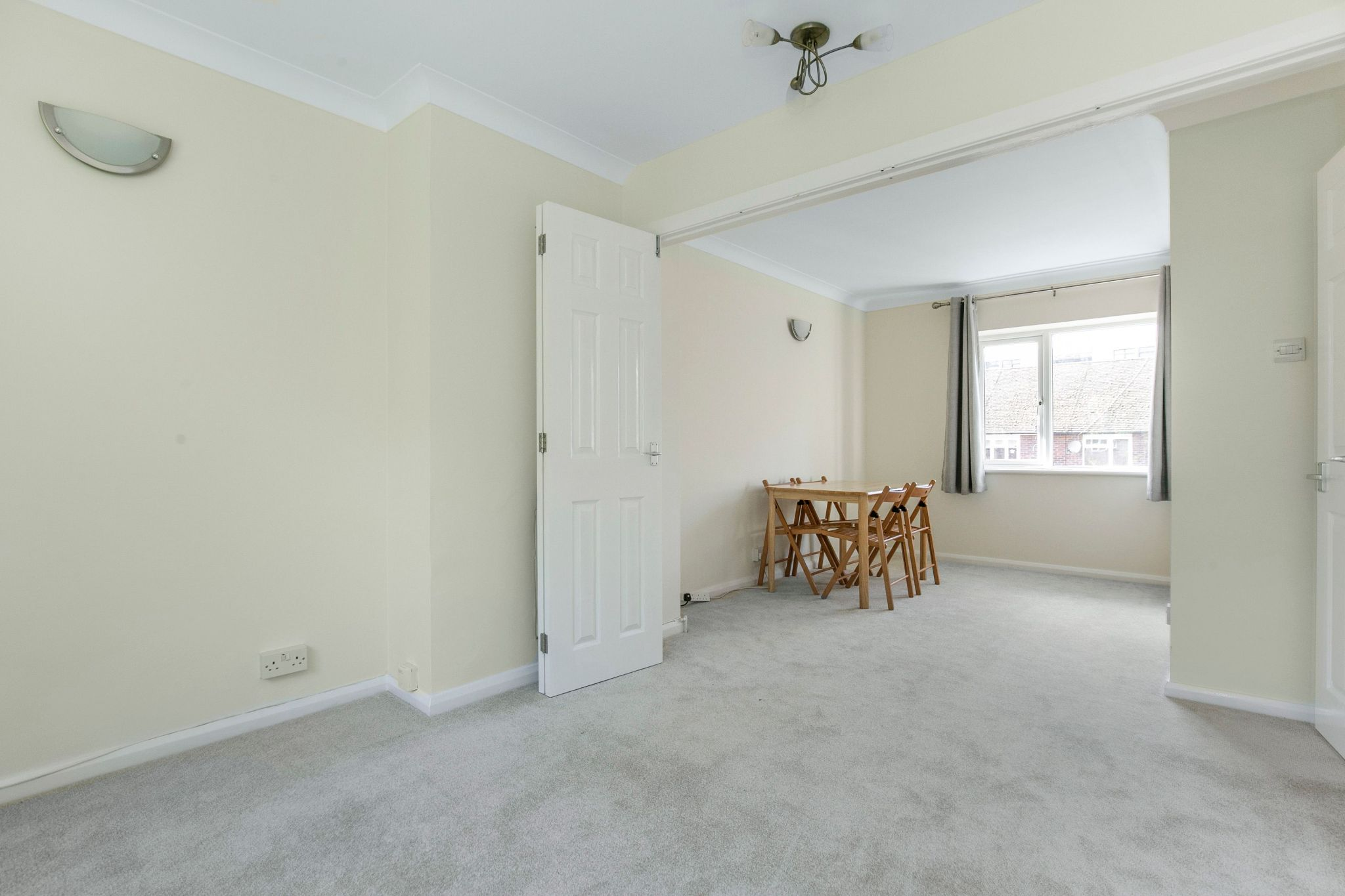 1 bedroom maisonette flat/apartment To Let in Potters Bar - Photograph 3