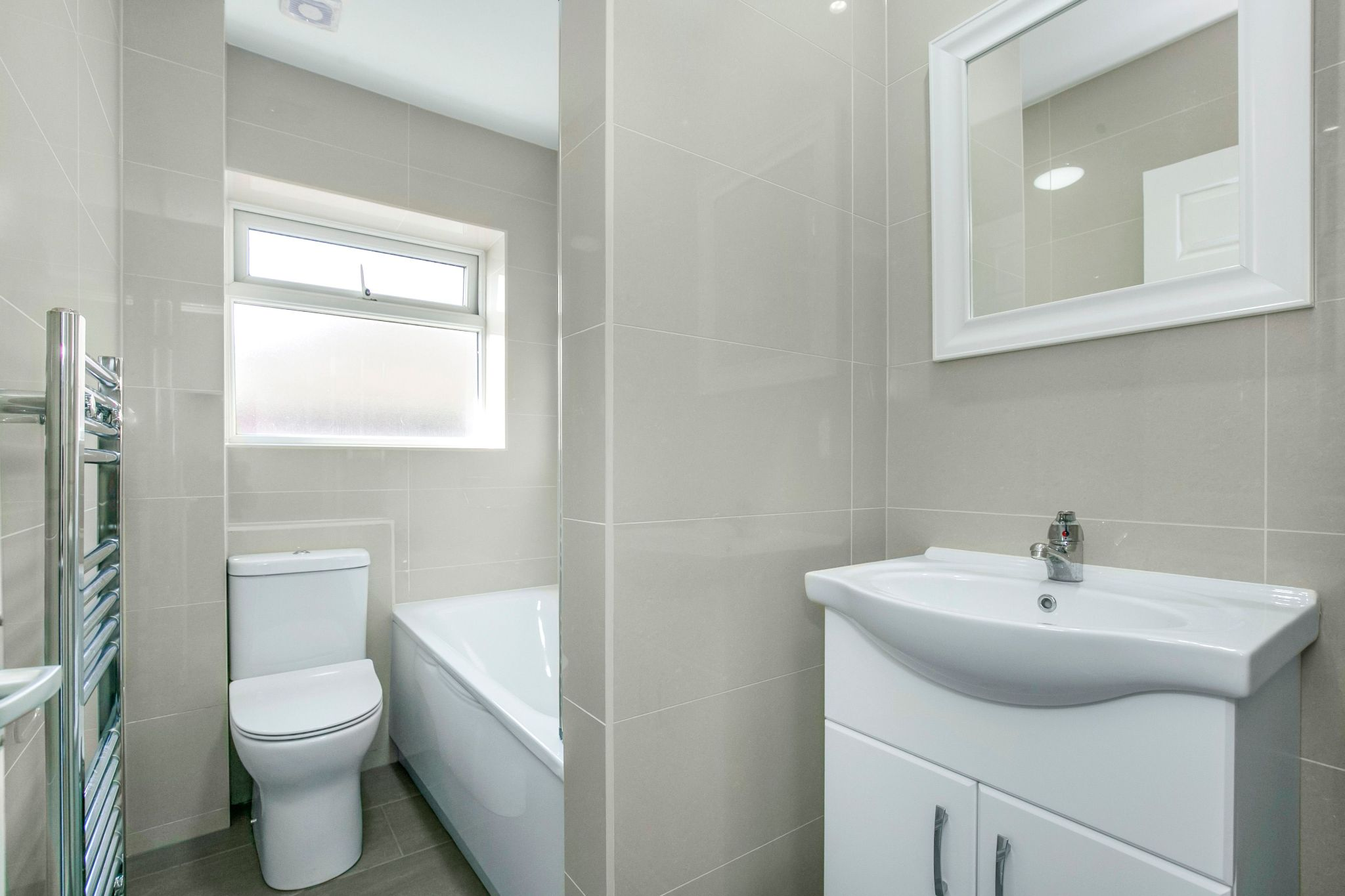 1 bedroom maisonette flat/apartment To Let in Potters Bar - Photograph 1