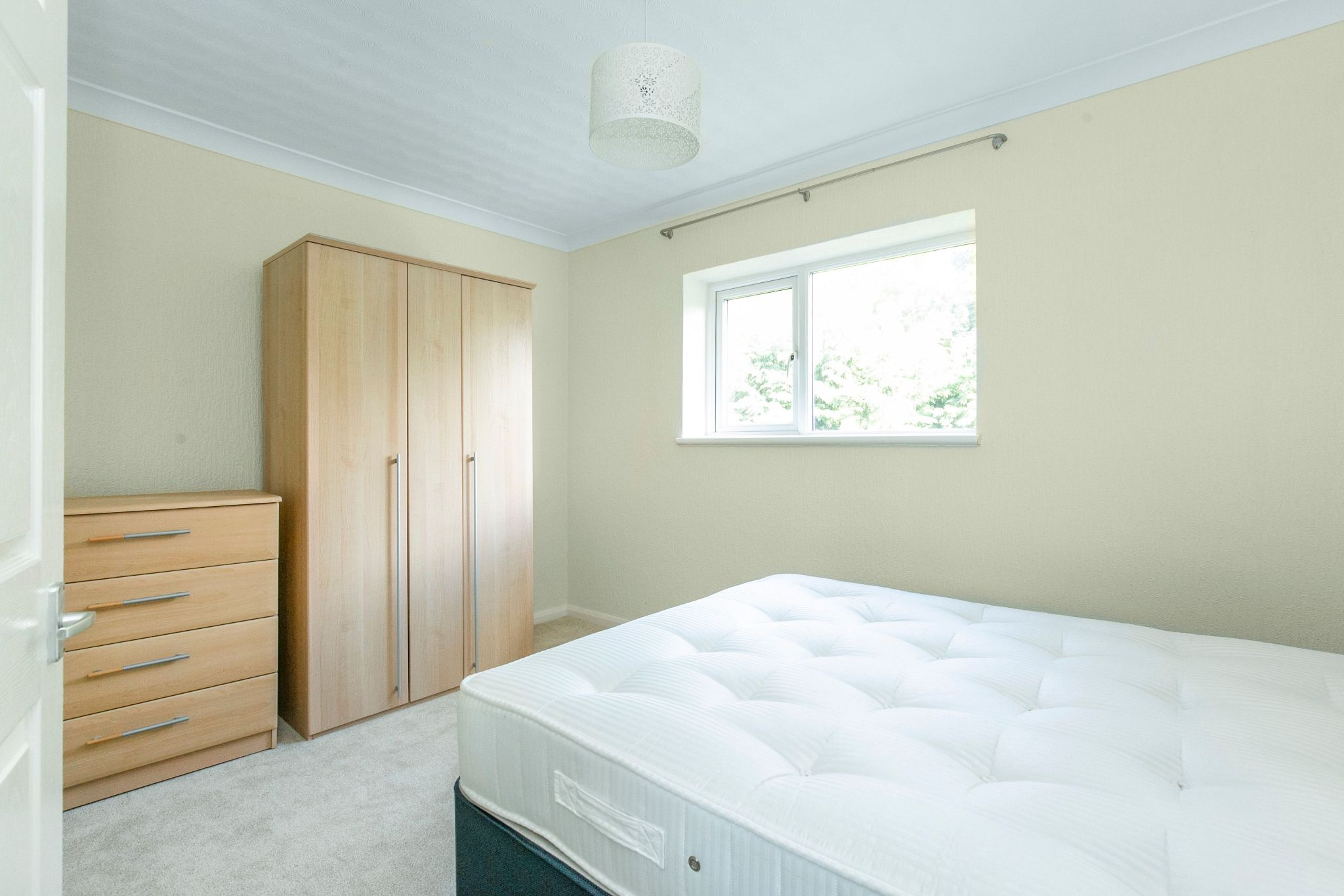1 bedroom maisonette flat/apartment To Let in Potters Bar - Photograph 8