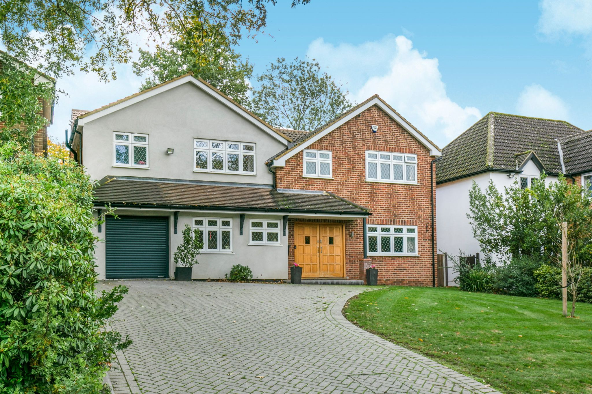 5 bedroom detached house For Sale in Hatfield - Property photograph