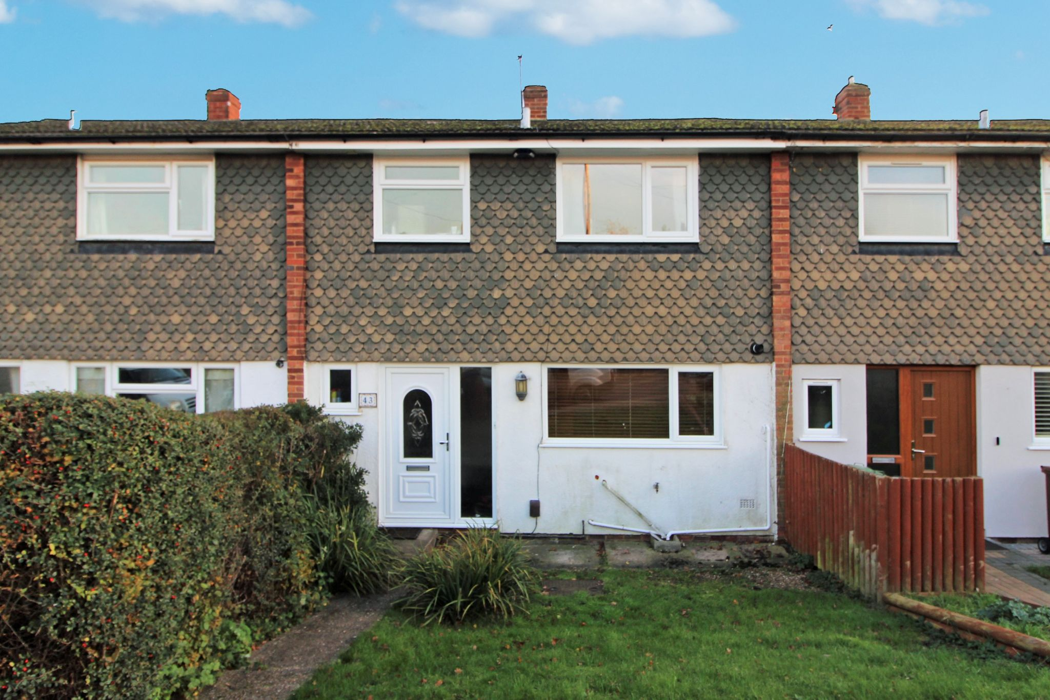 3 bedroom mid terraced house Sale Agreed in Potters Bar - Photograph 6