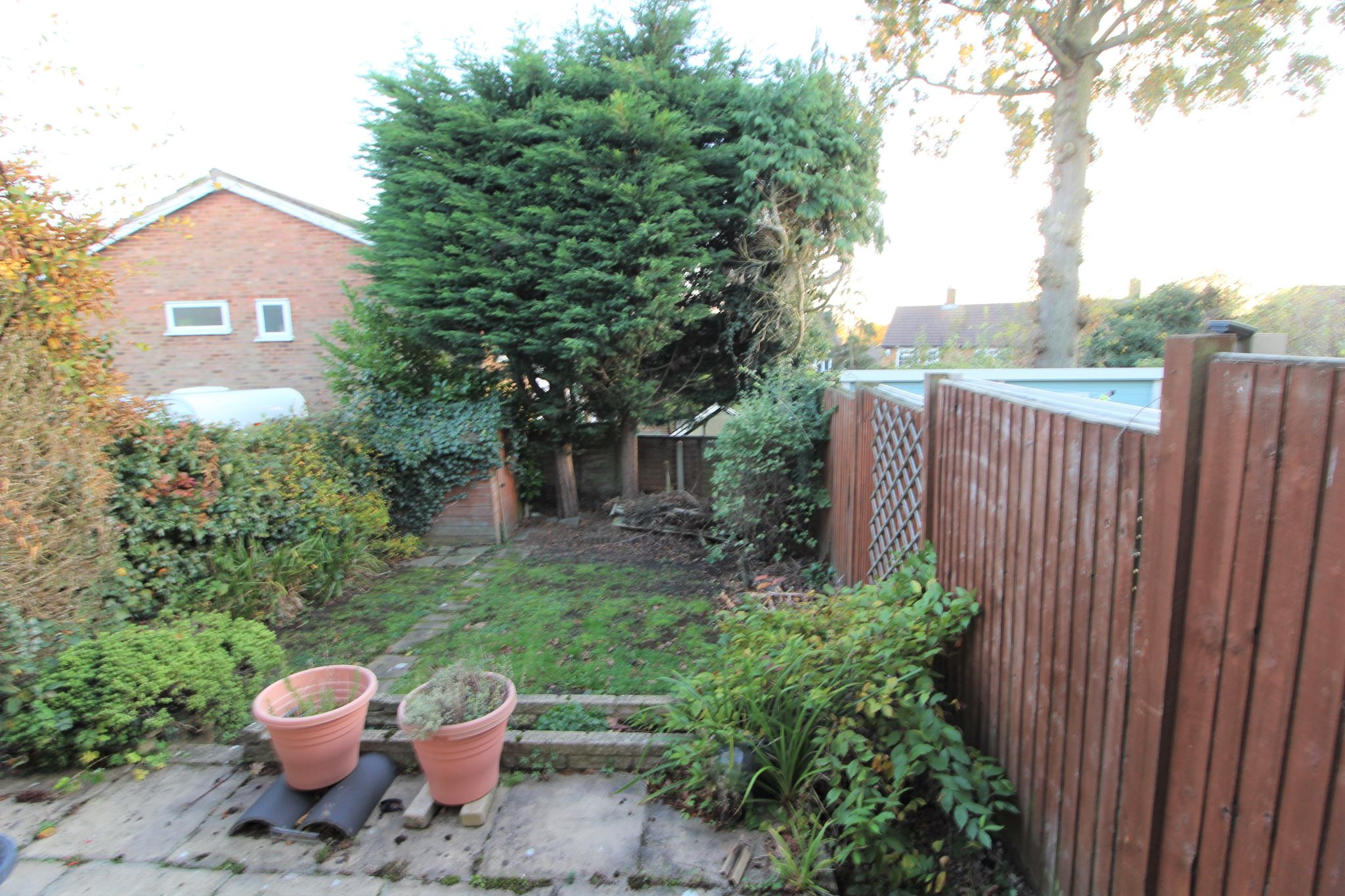 3 bedroom mid terraced house Sale Agreed in Potters Bar - Photograph 4