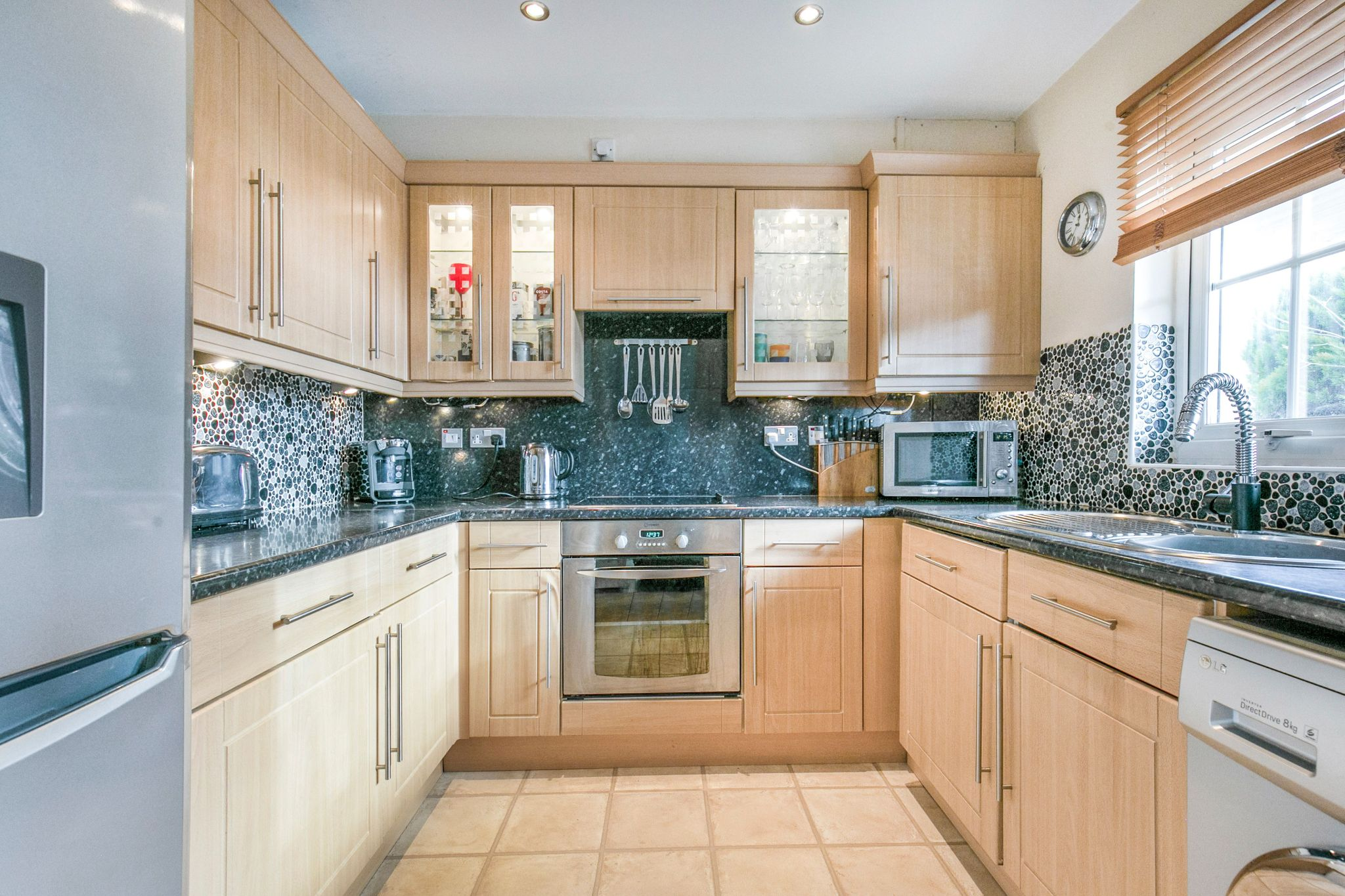 3 bedroom semi-detached house For Sale in Waltham Cross - Property photograph