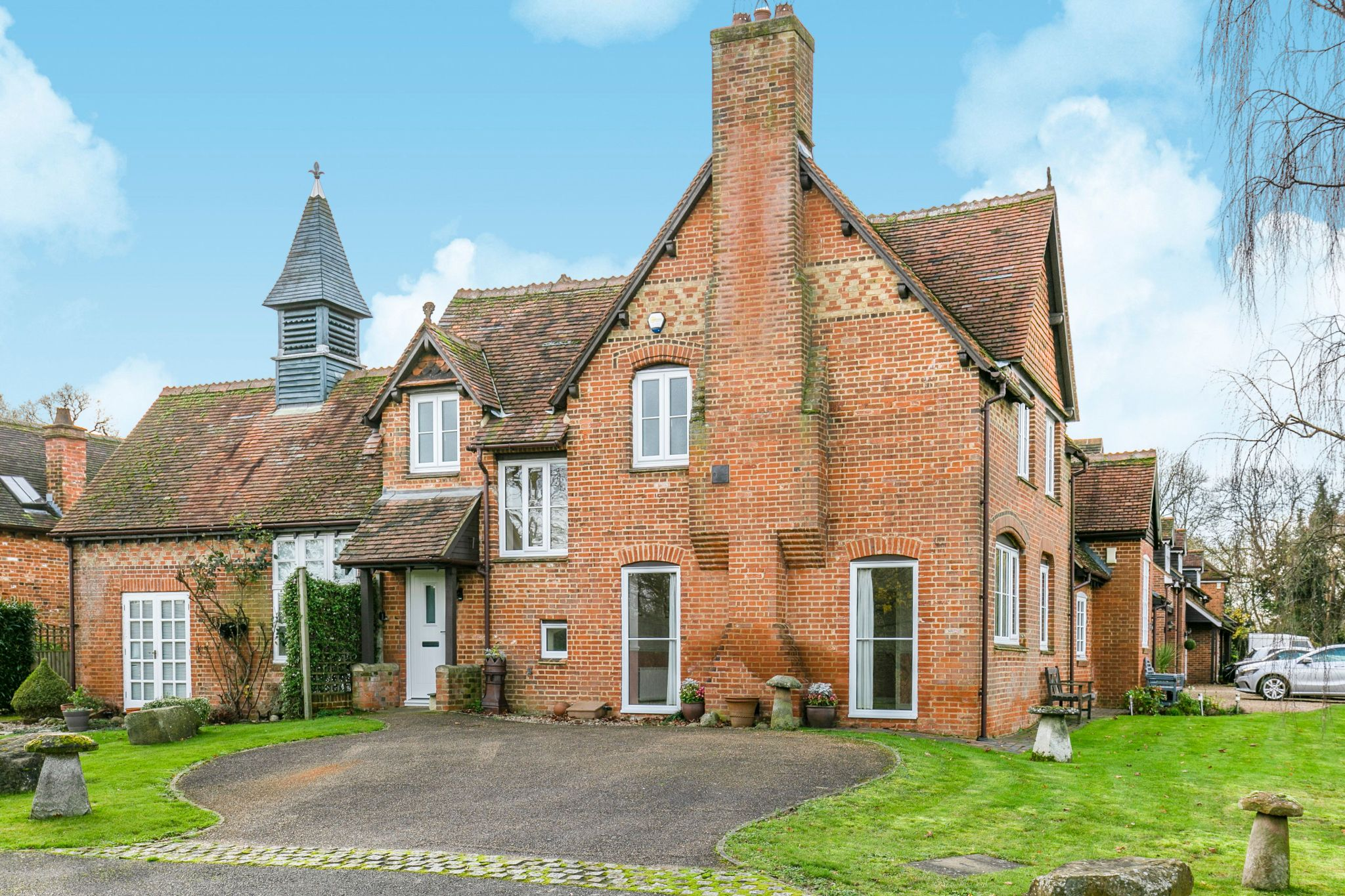 3 bedroom mews house For Sale in Hatfield - Property photograph