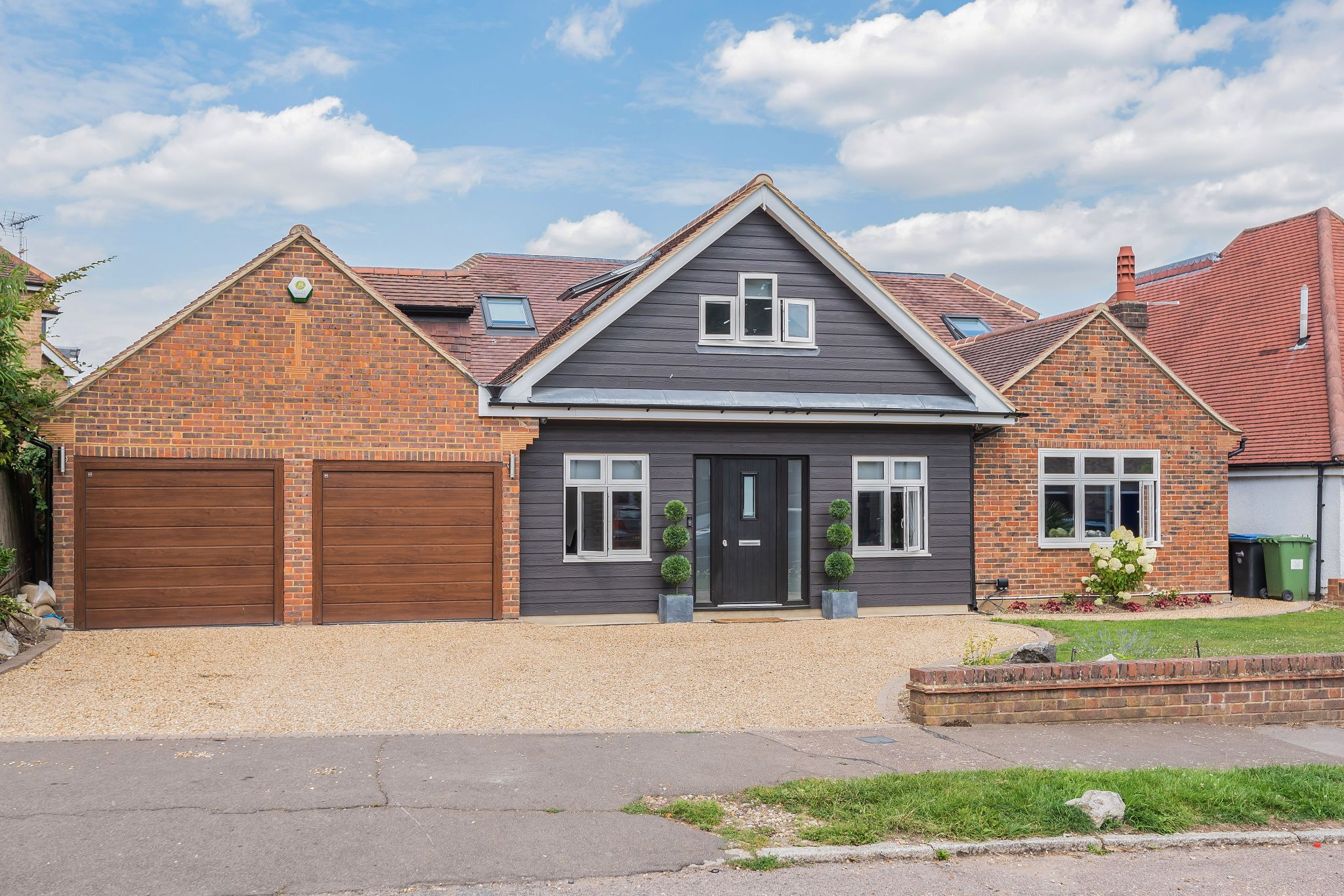 4 bedroom chalet house For Sale in Hadley Wood - Property photograph