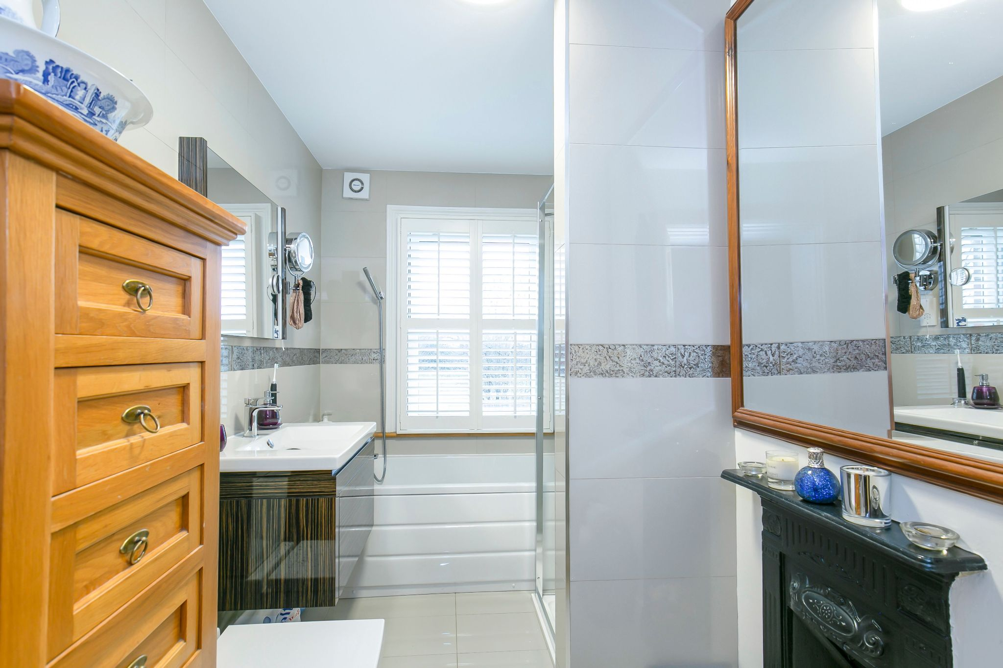 3 bedroom cottage house SSTC in Little Heath Potters Bar - Photograph 10