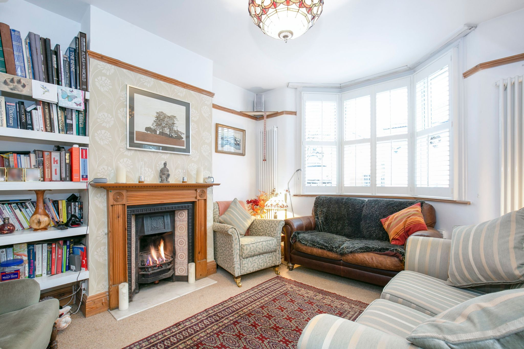 3 bedroom cottage house SSTC in Little Heath Potters Bar - Photograph 2