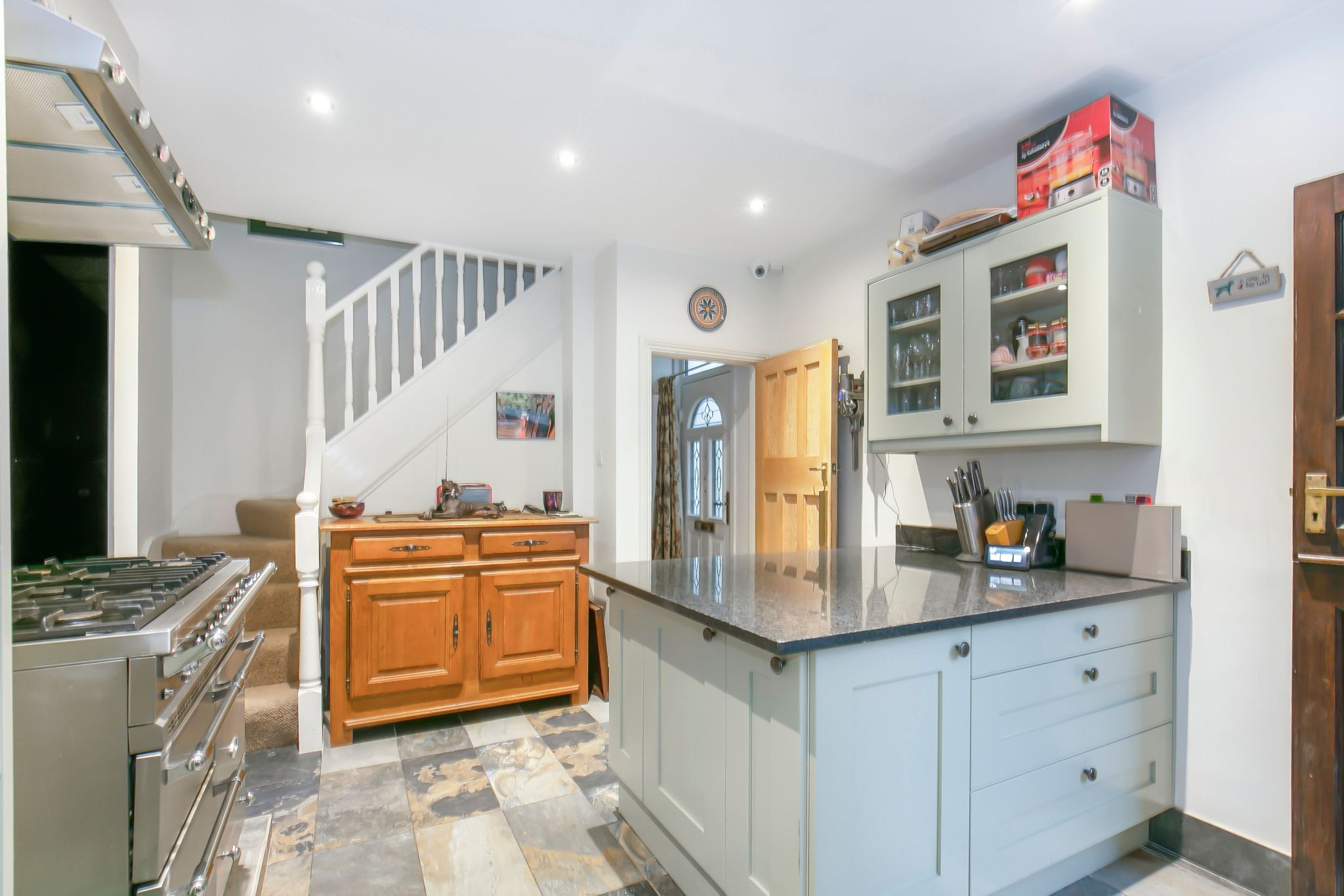 3 bedroom cottage house SSTC in Little Heath Potters Bar - Photograph 4