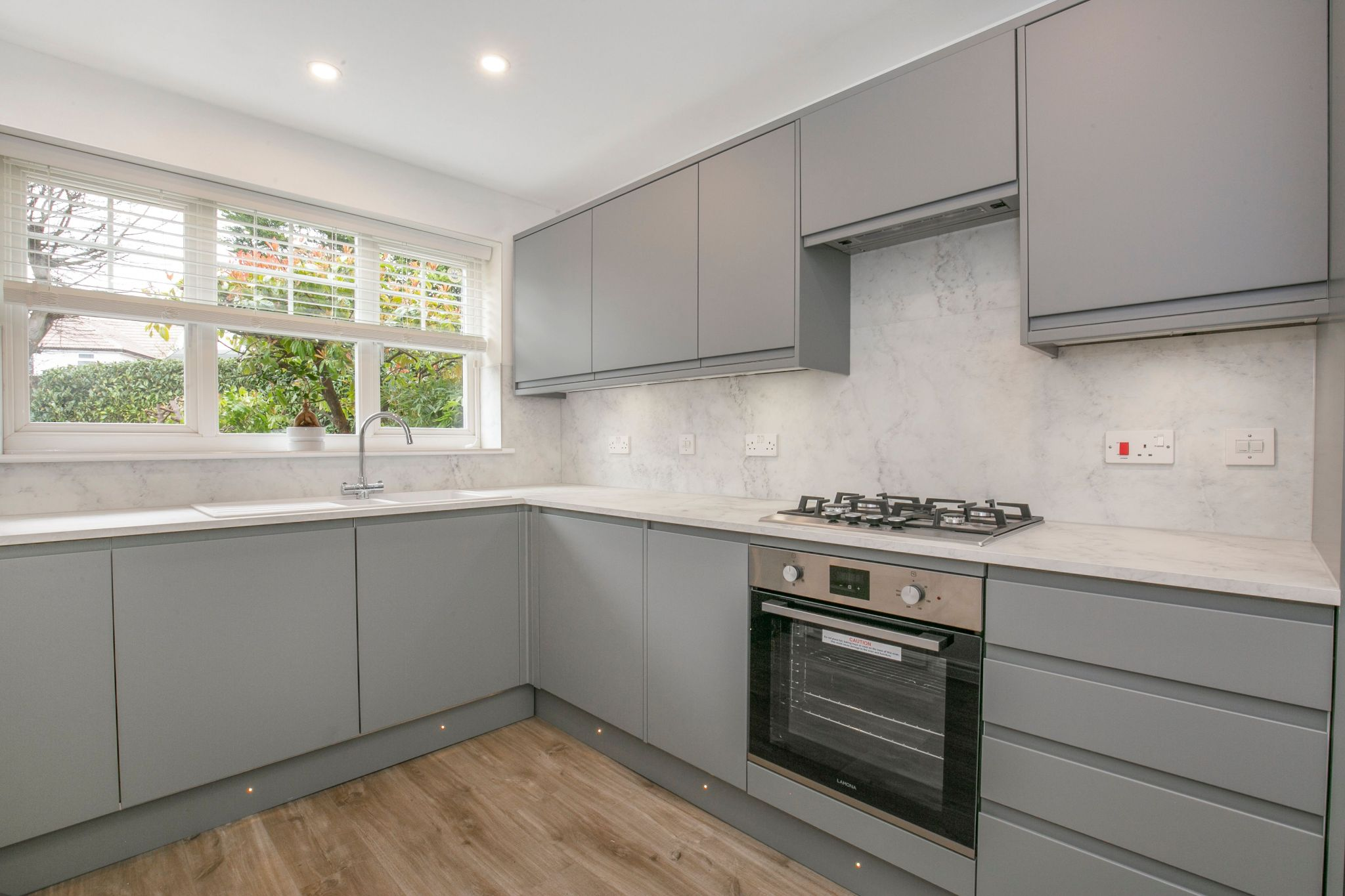 5 bedroom semi-detached house For Sale in Digswell - Property photograph