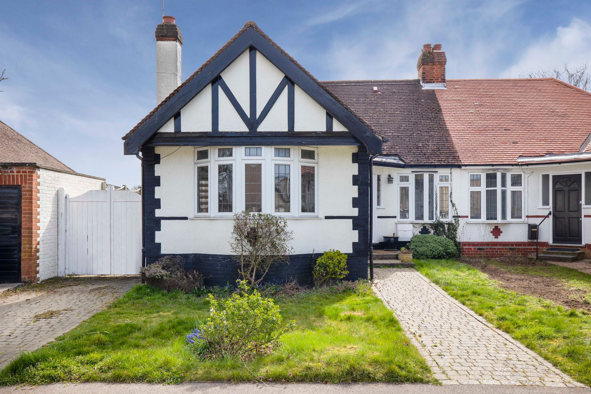 3 bedroom semi-detached bungalow For Sale in Potters Bar - Property photograph