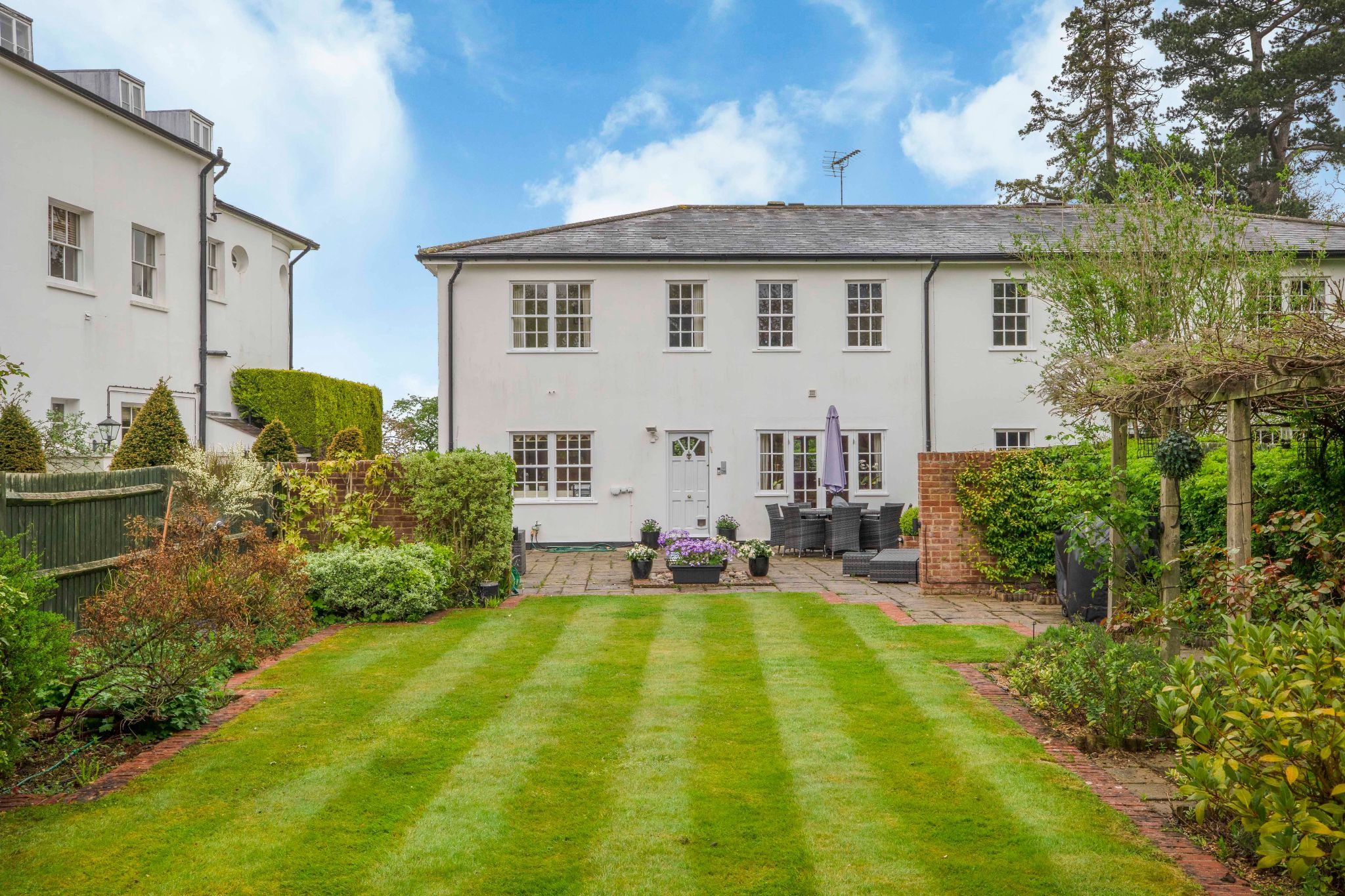 4 bedroom mews house For Sale in Brookmans Park - Property photograph