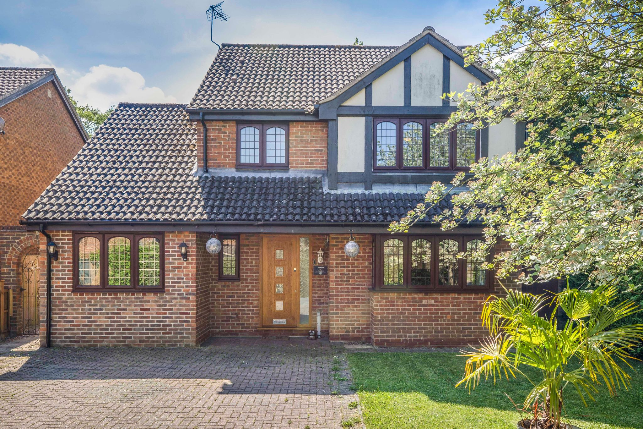 4 bedroom detached house For Sale in Welwyn Garden City - Property photograph