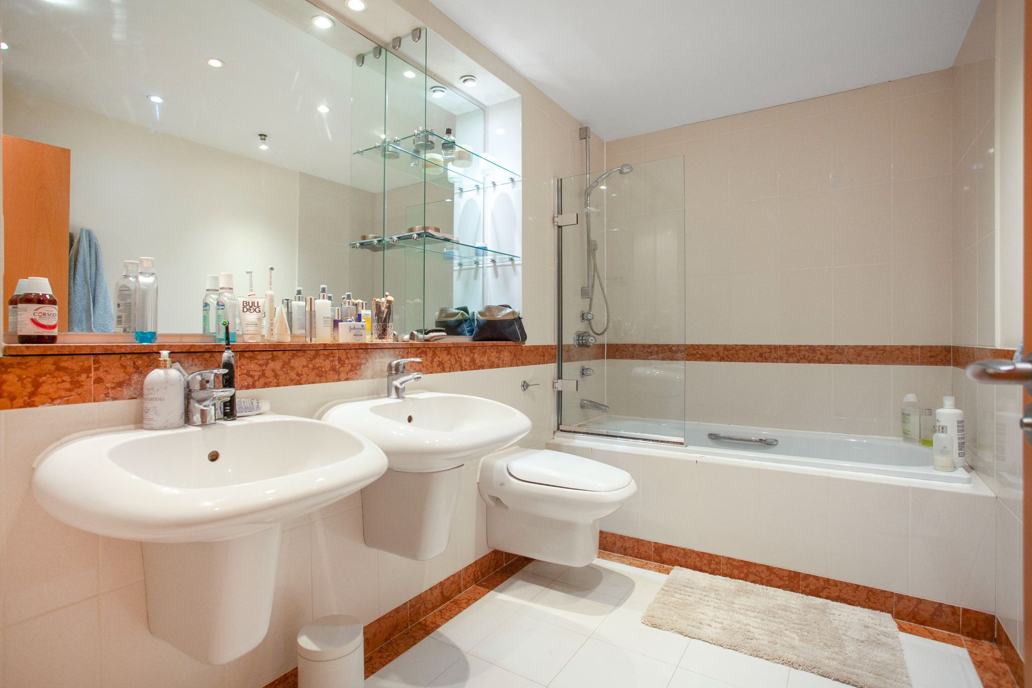 3 bedroom apartment flat/apartment For Sale in London - Photograph 5