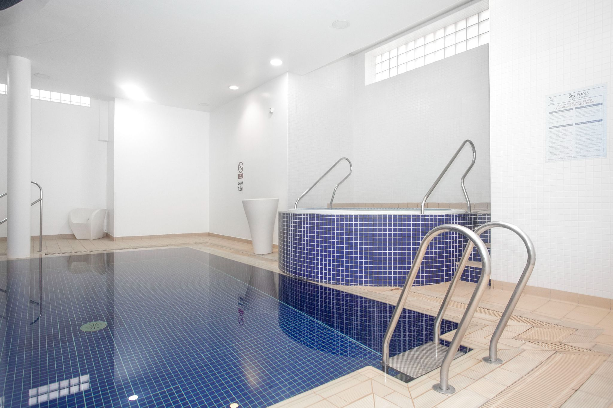 3 bedroom apartment flat/apartment For Sale in London - Photograph 2