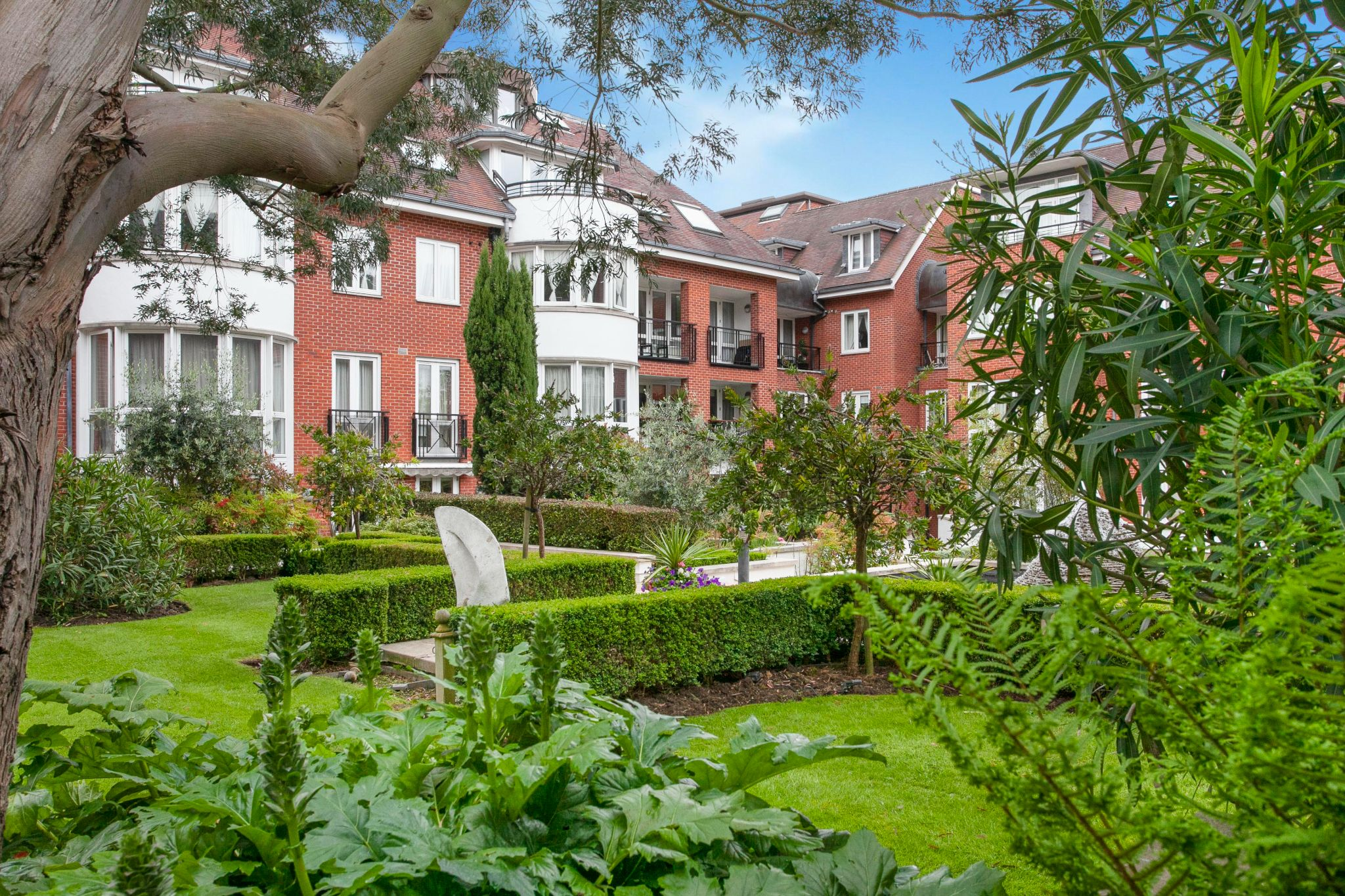 3 bedroom apartment flat/apartment For Sale in London - Property photograph