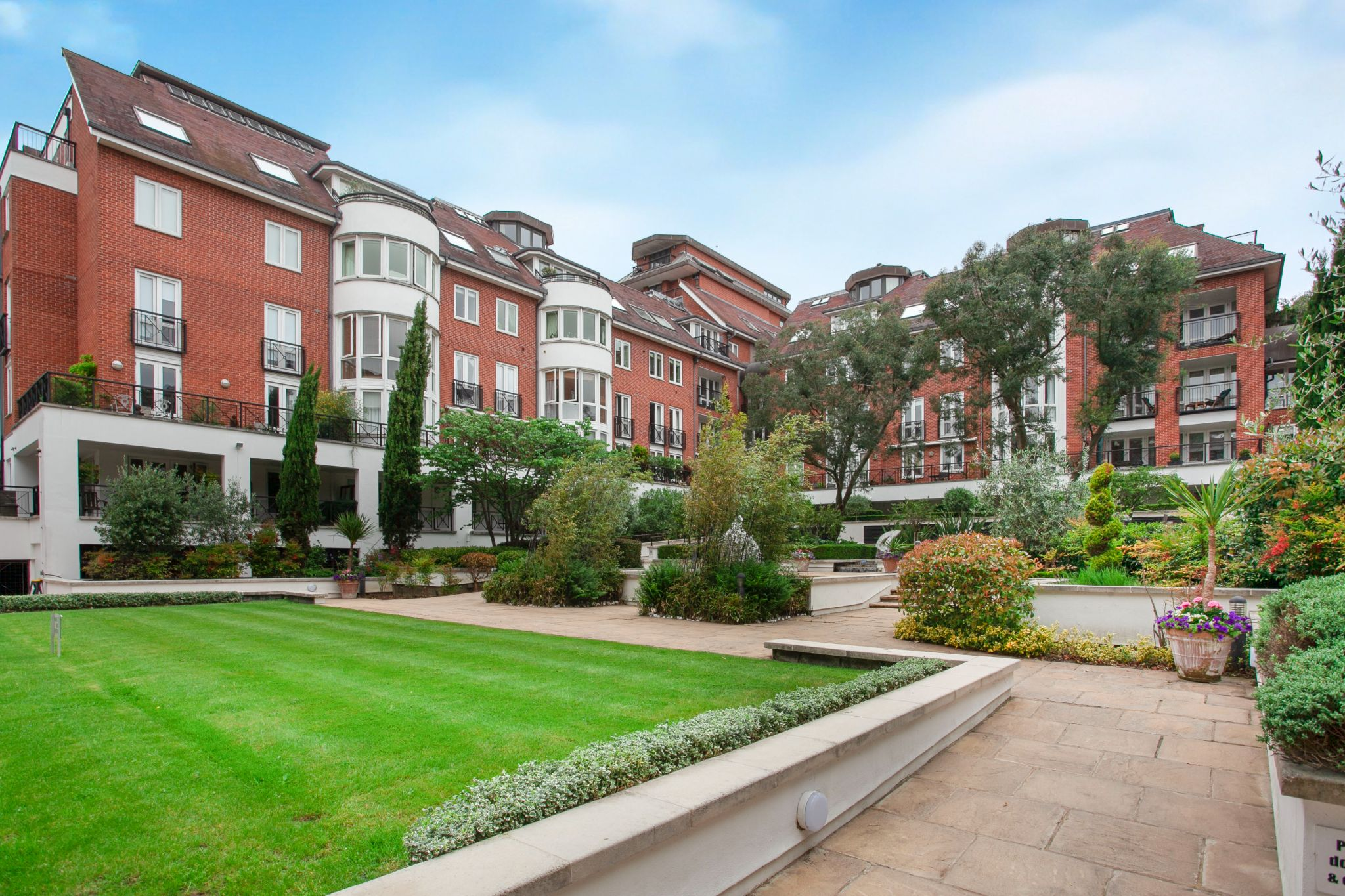 3 bedroom apartment flat/apartment For Sale in London - Photograph 16