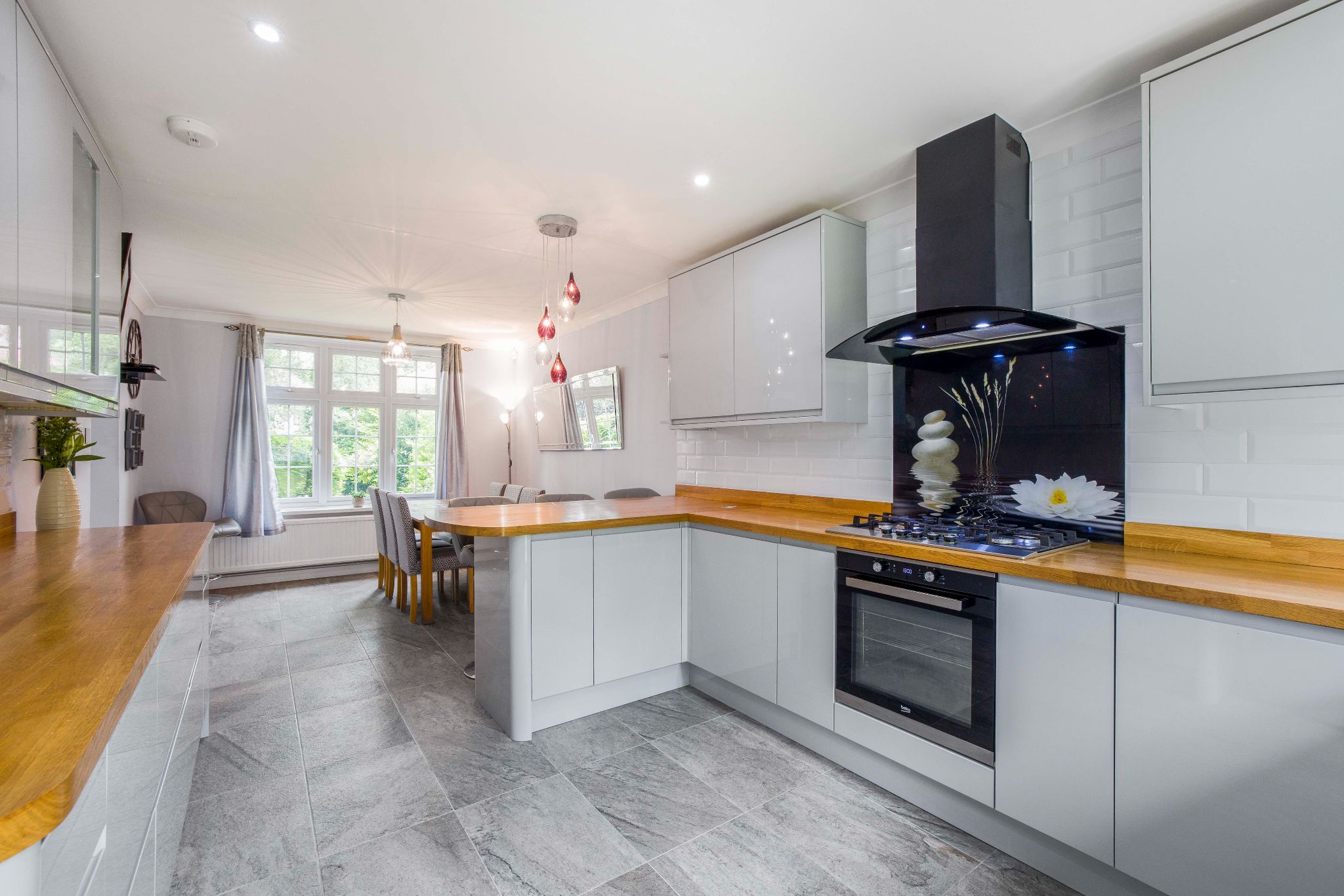 3 bedroom detached house Sale Agreed in Brookmans Park - Photograph 12
