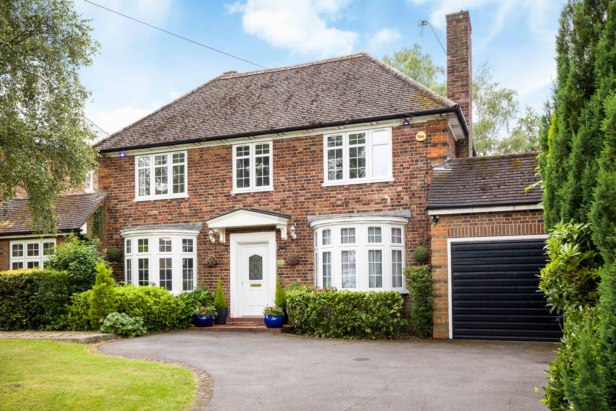 3 bedroom detached house For Sale in Brookmans Park - Property photograph