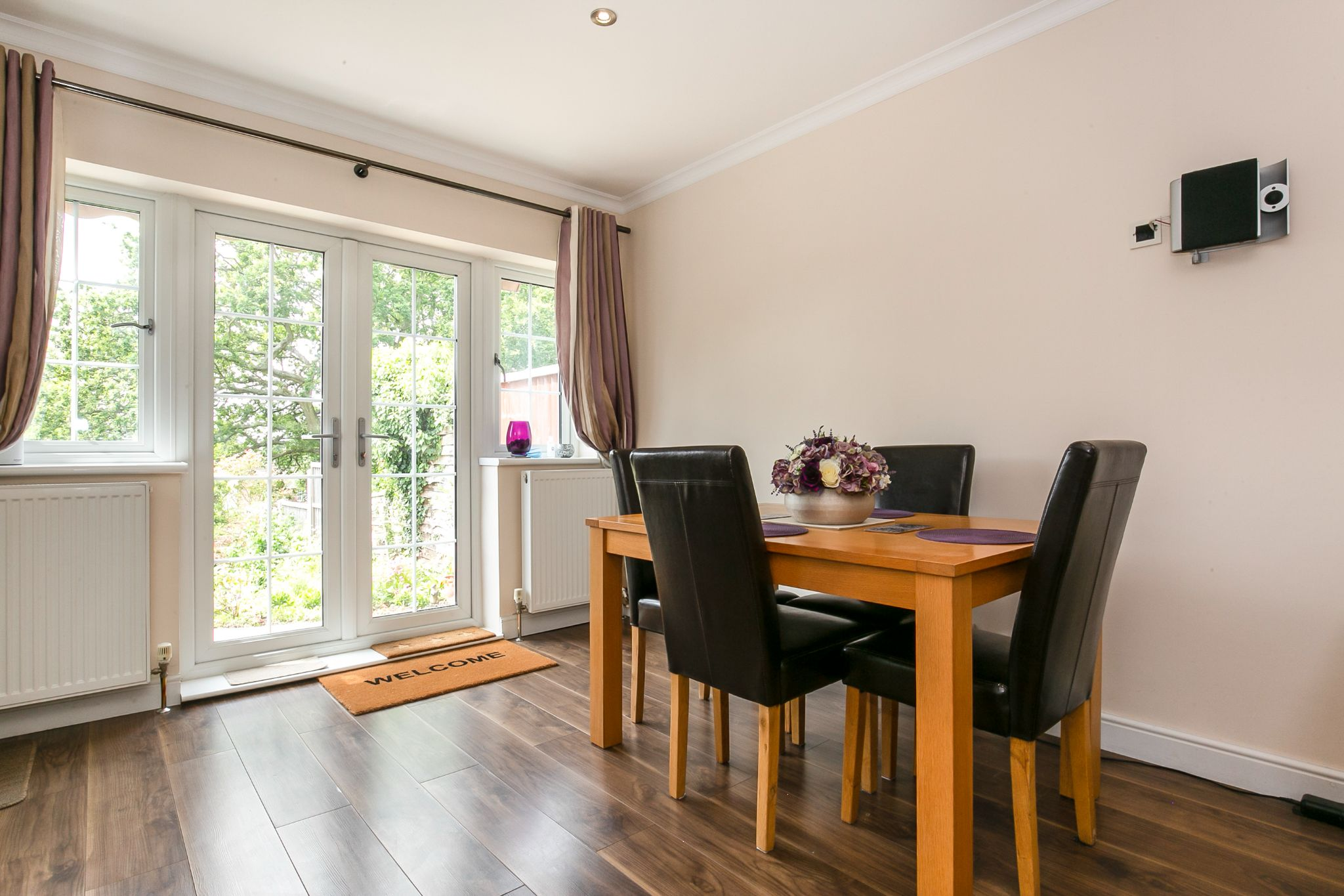4 bedroom semi-detached bungalow Sale Agreed in Potters Bar - Photograph 4