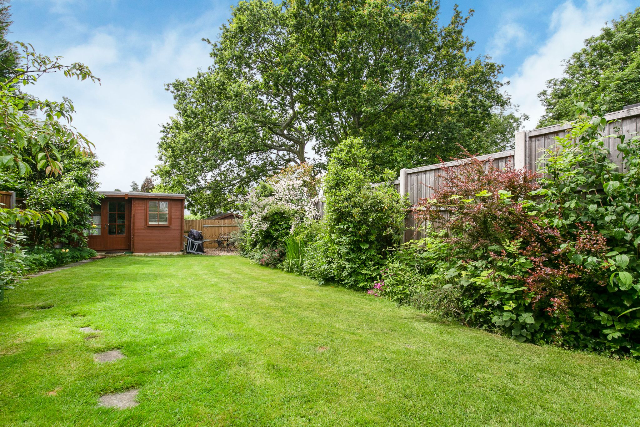 4 bedroom semi-detached bungalow Sale Agreed in Potters Bar - Photograph 20