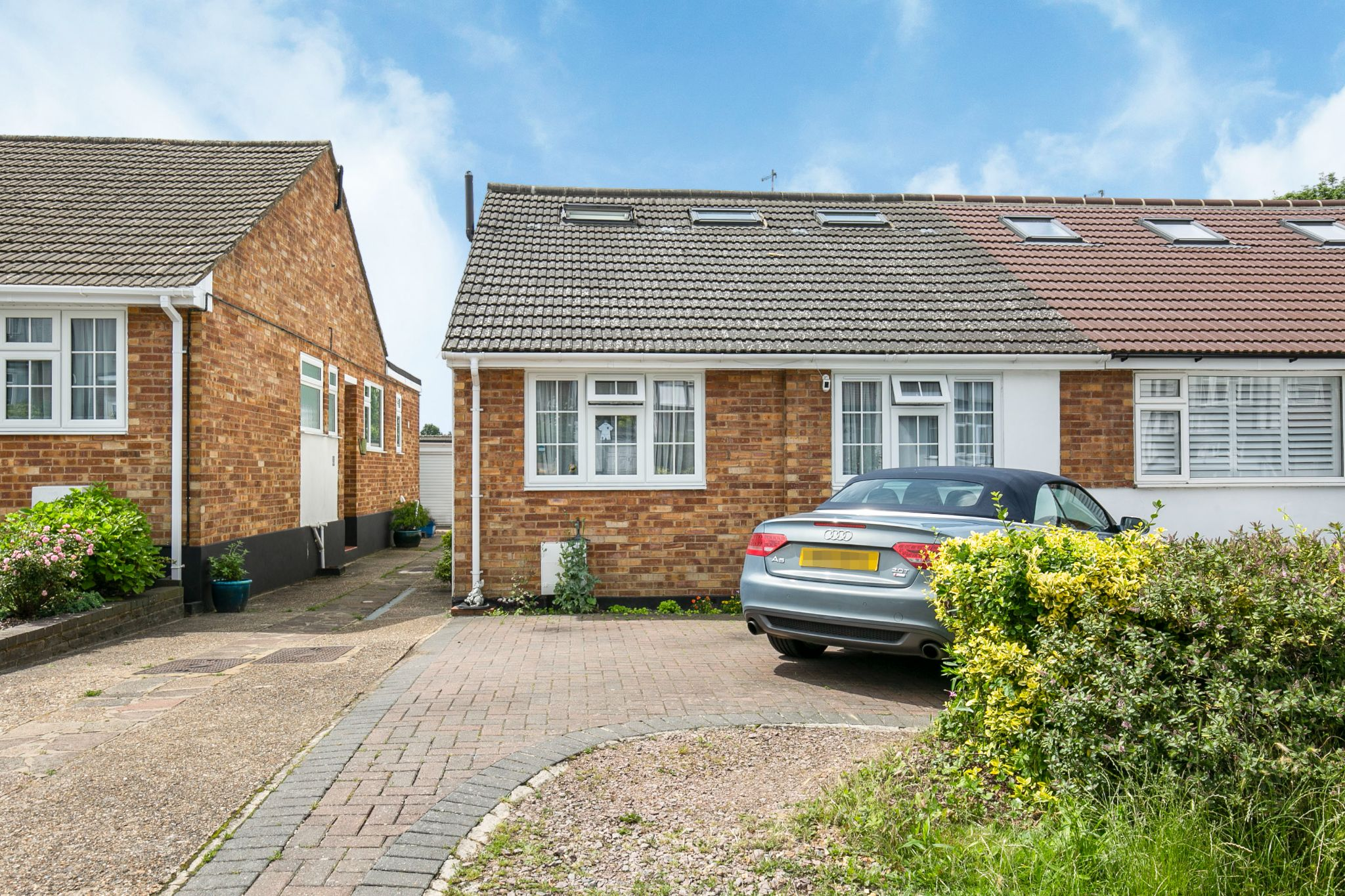 4 bedroom semi-detached bungalow Sale Agreed in Potters Bar - Photograph 24
